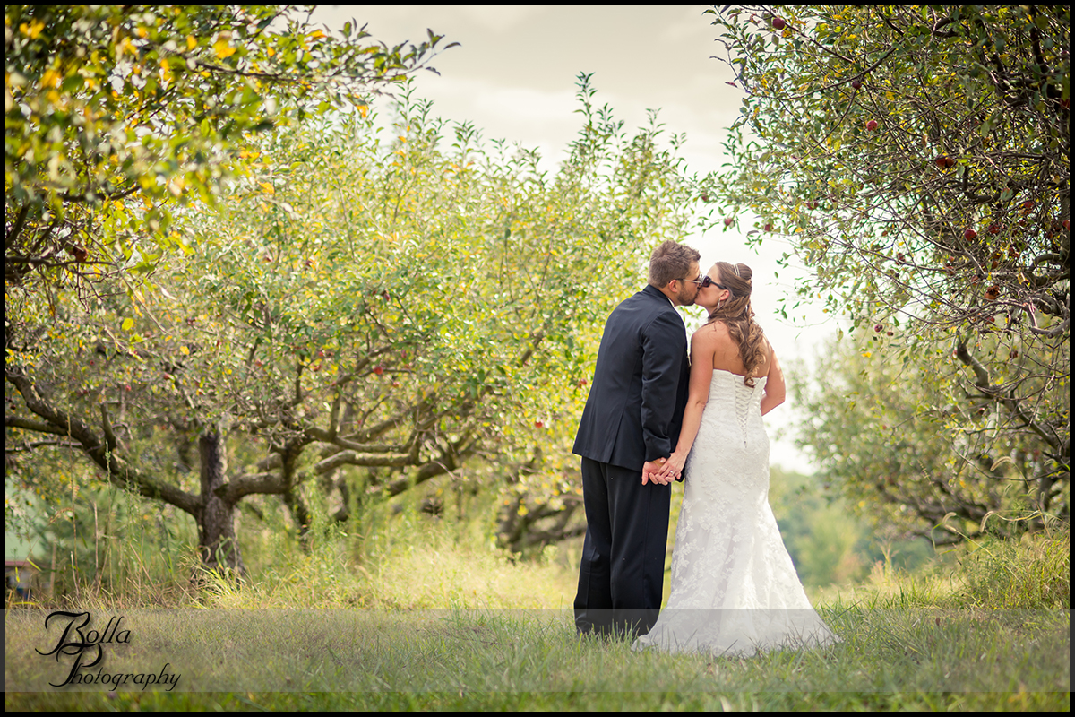 007_Bolla_Photography-outdoor-wedding-fall-portraits-bride-groom-couple-orchard-kiss-sunglasses-Mills_Apple_Farm-Marine-Collinsville-Caseyville-Carlton.jpg