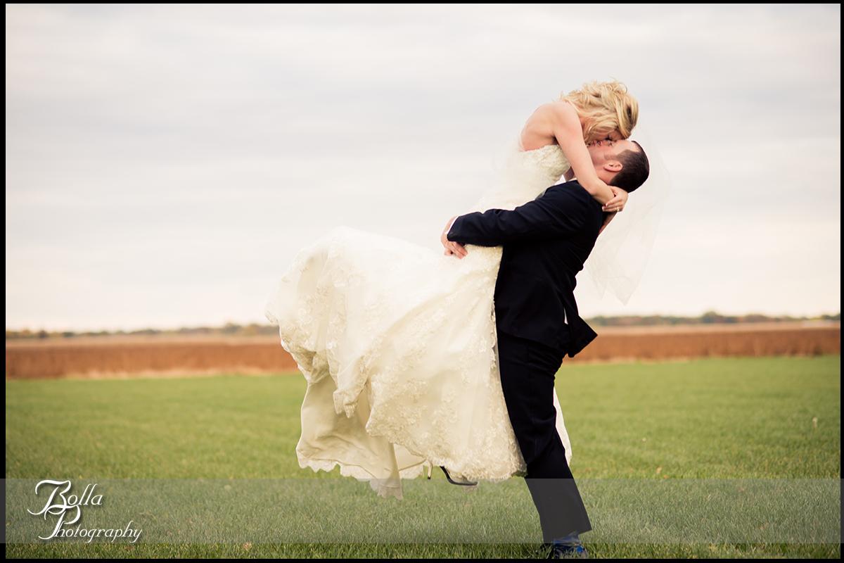 016-Bolla-Photography-wedding-Germantown-IL-portraits-bride-groom-grass-field-yard-bright-kiss-Albers.jpg
