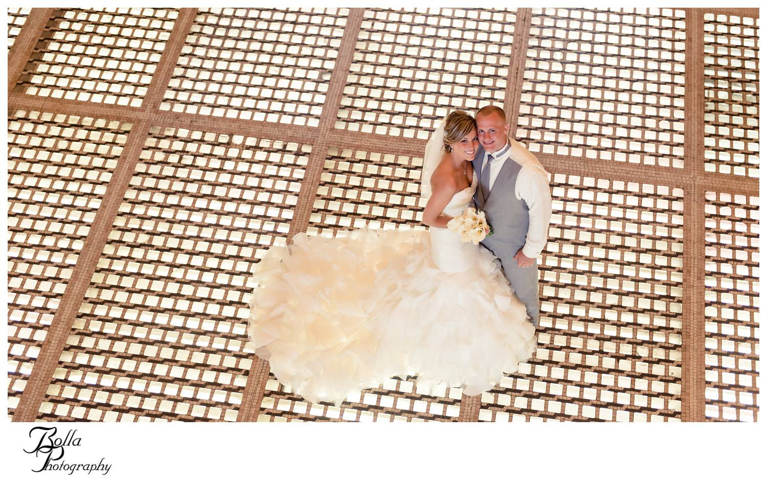 winner2_wedding-bride-groom-portrait-glass-block-floor-union-station-stl