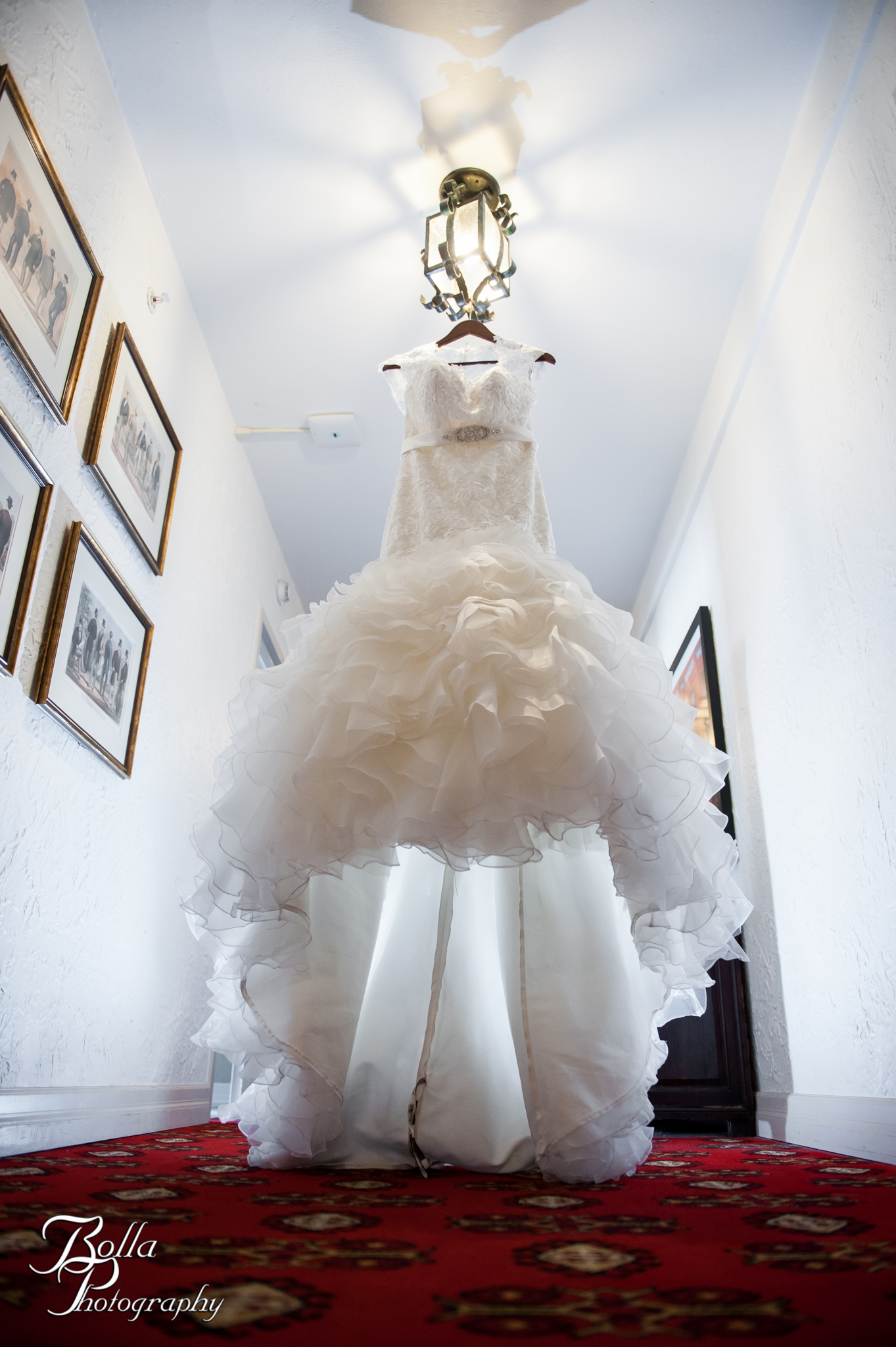 wedding-dress-cheshire-inn