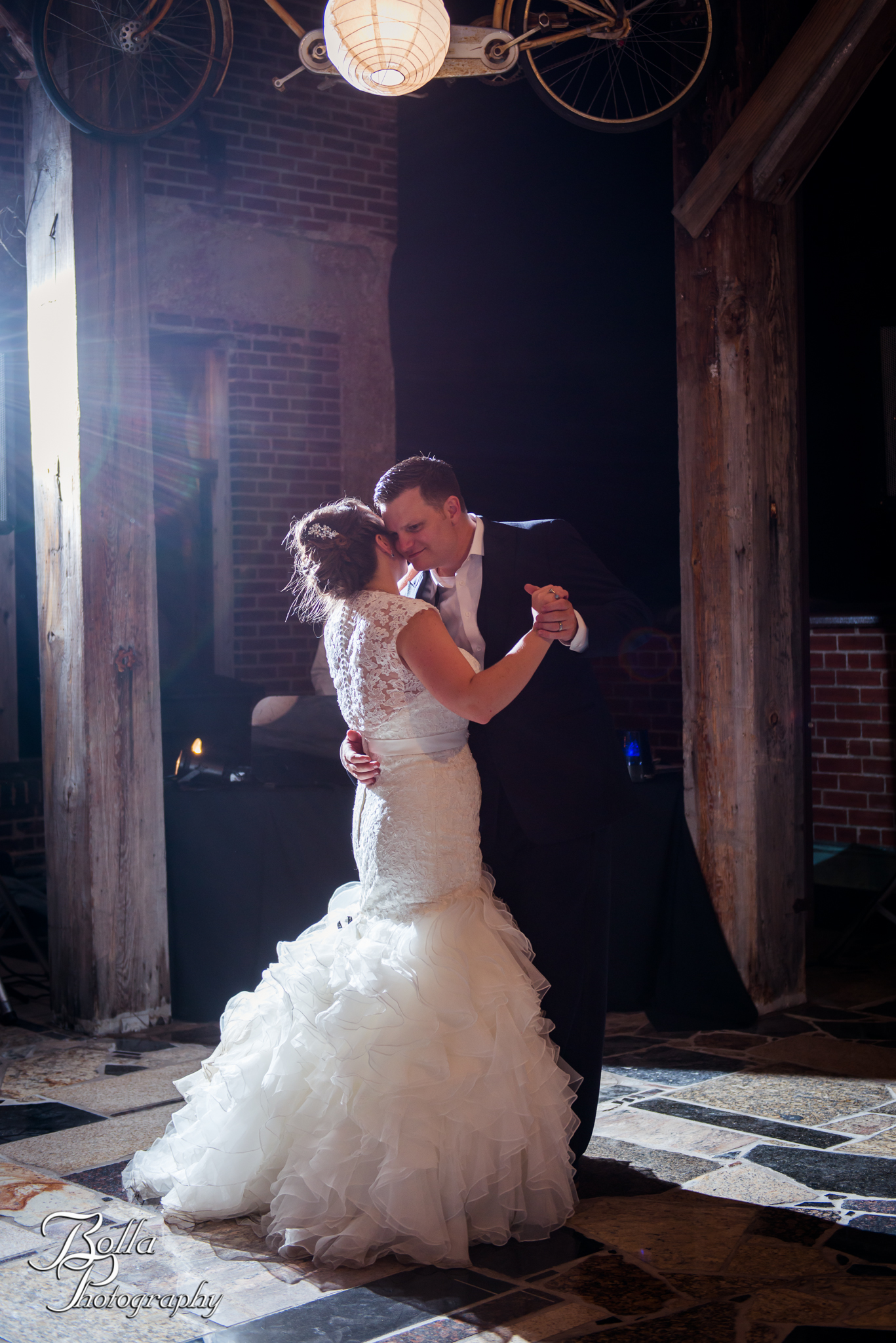 jefferson-underground-rooftop-reception-first-dance