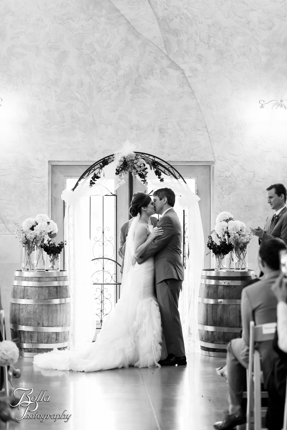 Bolla_Photography_St_Louis_wedding_photographer_Villa_Maire_Winery-0284.jpg