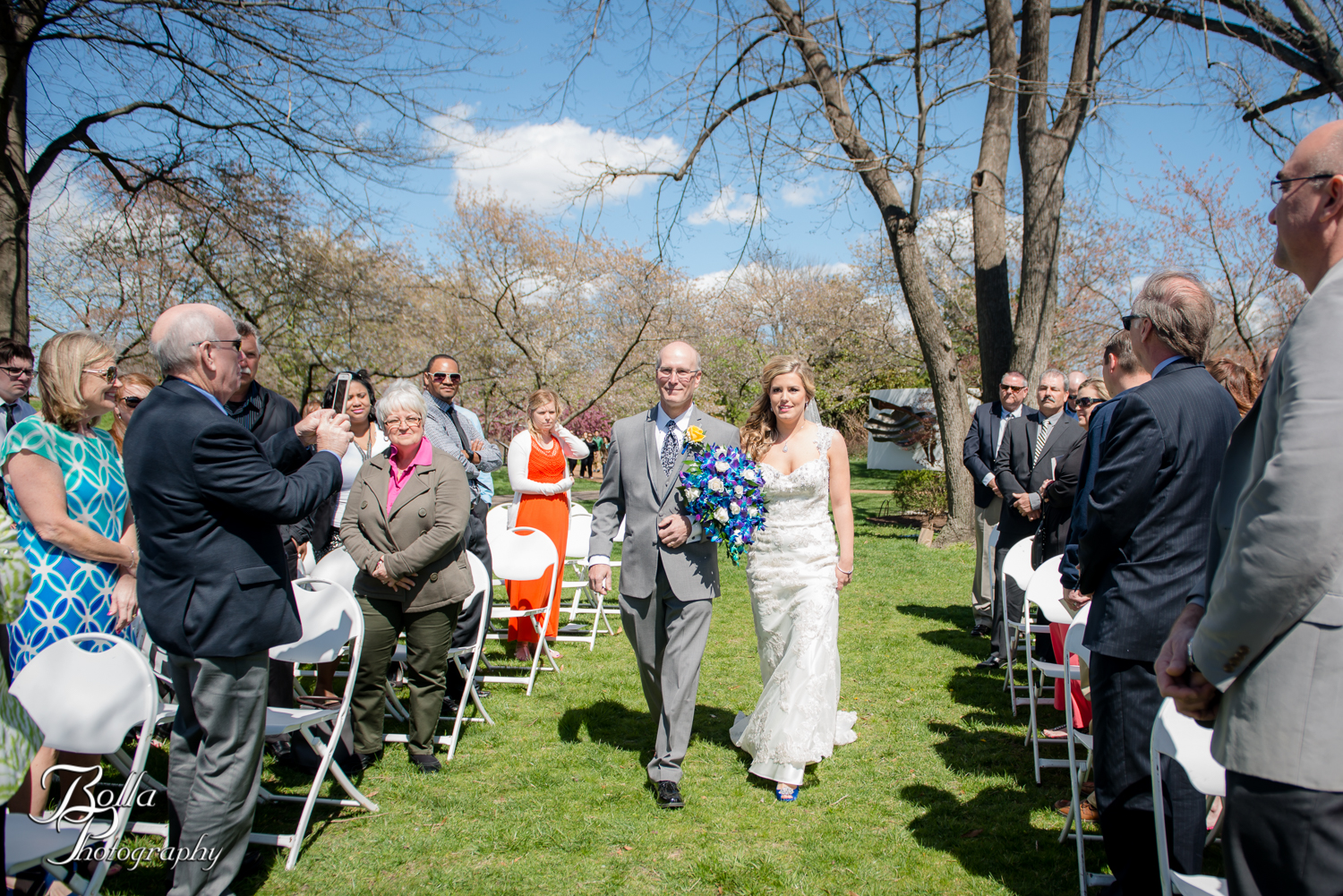 Bolla_Photography_St_Louis_wedding_photographer_Morgando_Blues_hockey_Botanical_Gardens_spring-0178.jpg