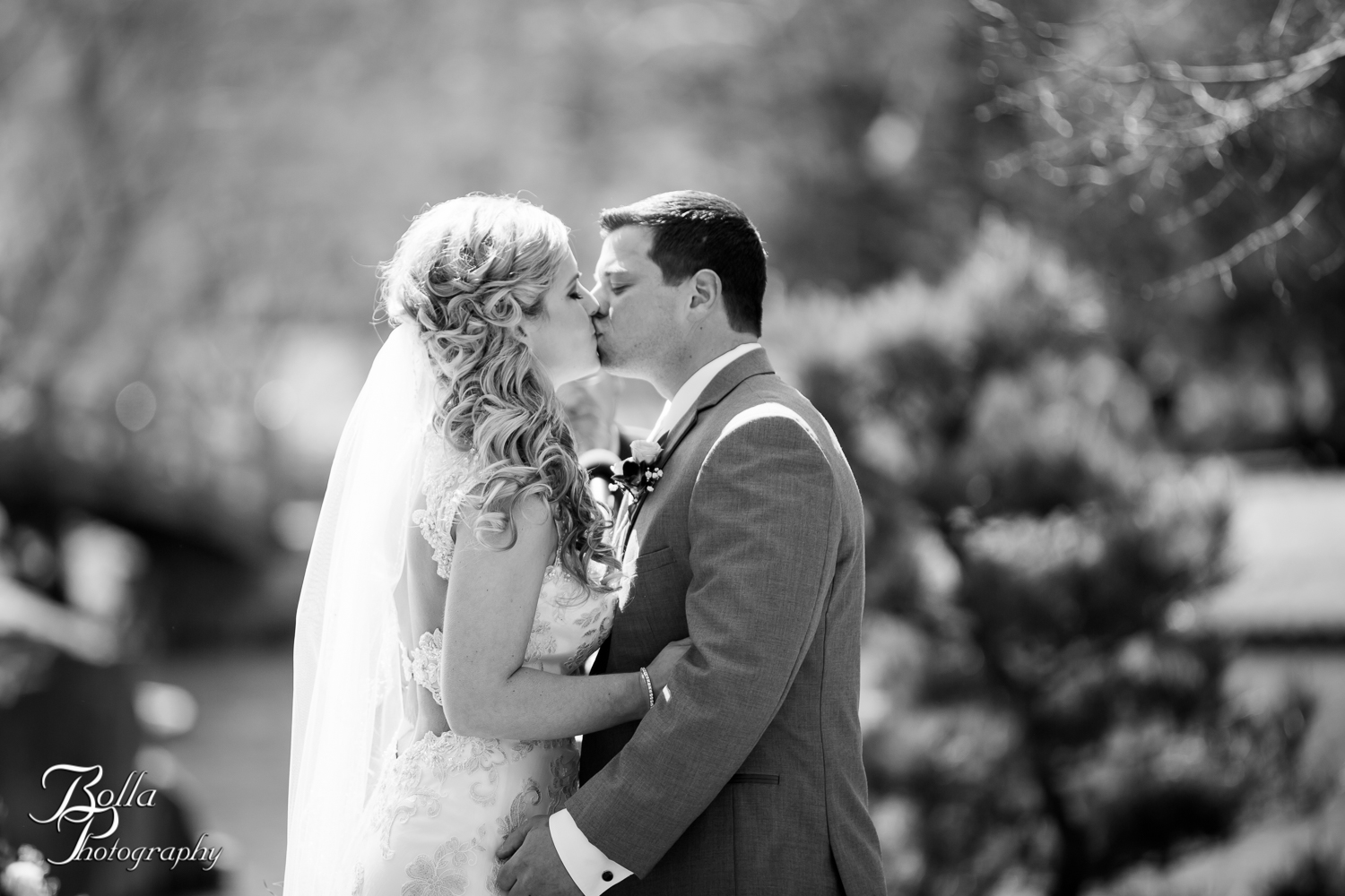 Bolla_Photography_St_Louis_wedding_photographer_Morgando_Blues_hockey_Botanical_Gardens_spring-0213.jpg
