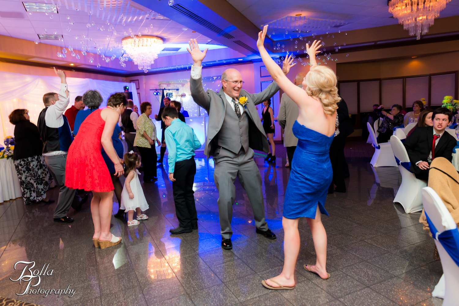 Bolla_Photography_St_Louis_wedding_photographer_Morgando_Blues_hockey_Botanical_Gardens_spring-0478.jpg