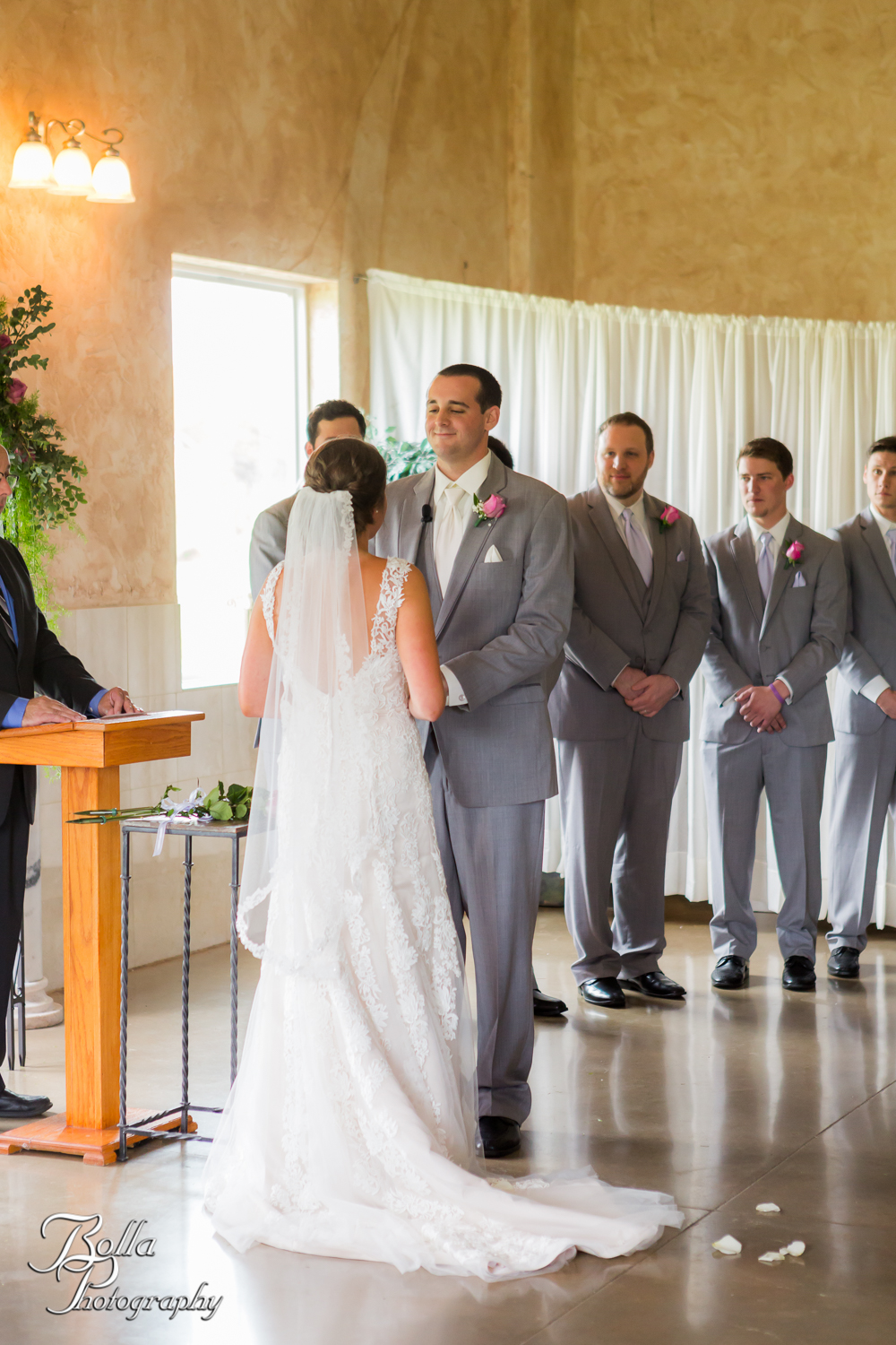 Bolla_Photography_St_Louis_wedding_photographer_Villa_Marie_Winery-0197.jpg