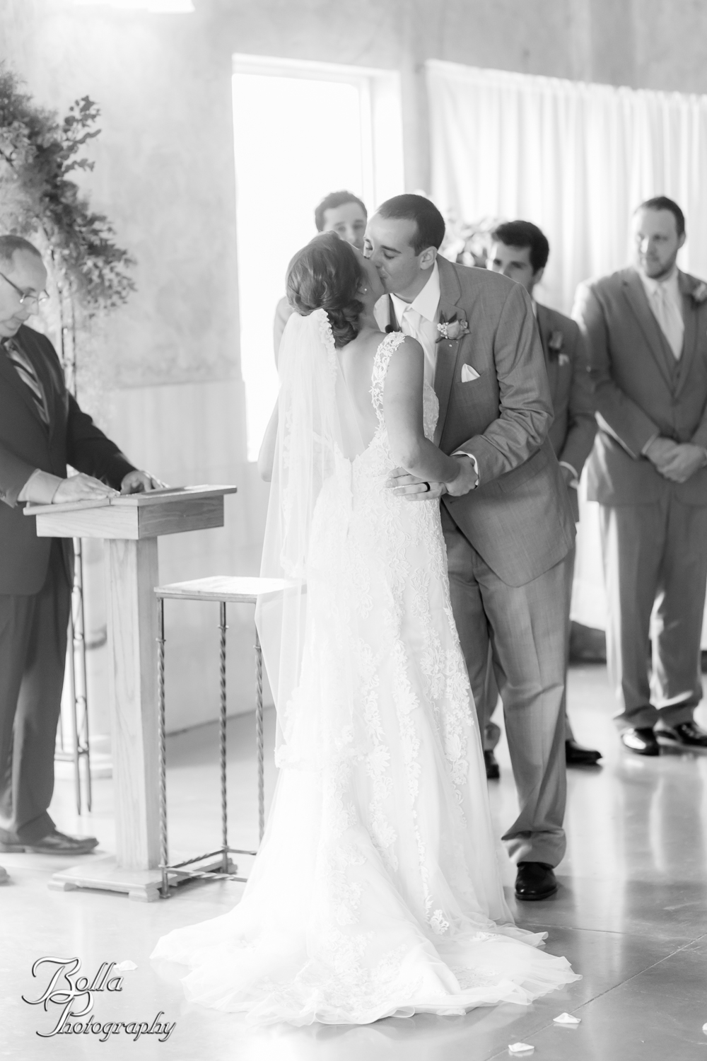 Bolla_Photography_St_Louis_wedding_photographer_Villa_Marie_Winery-0212.jpg