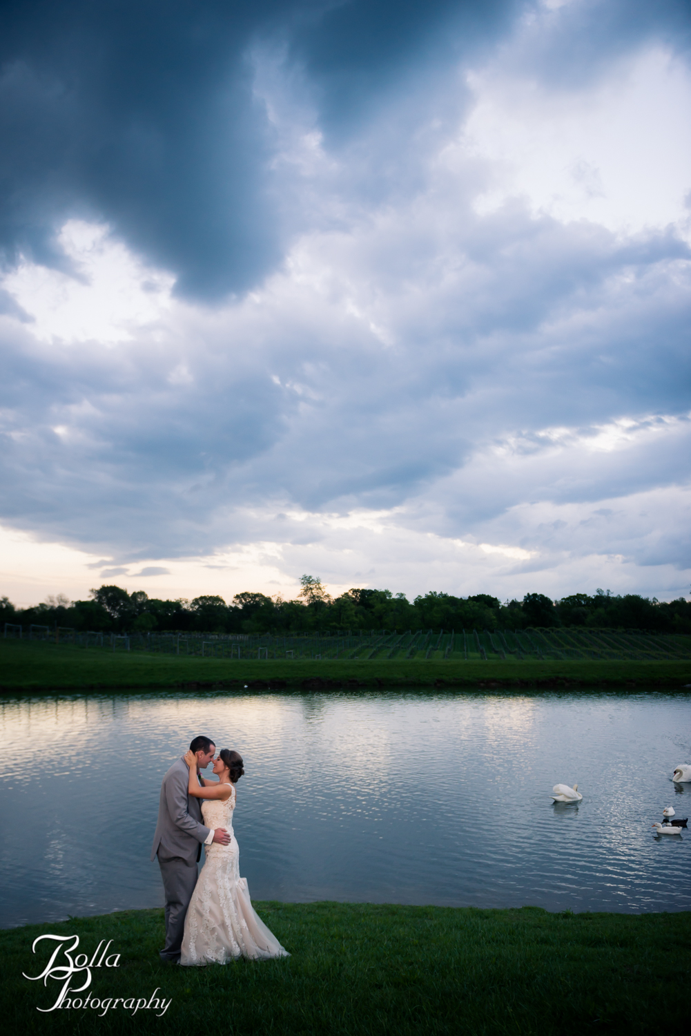 Bolla_Photography_St_Louis_wedding_photographer_Villa_Marie_Winery-0387.jpg