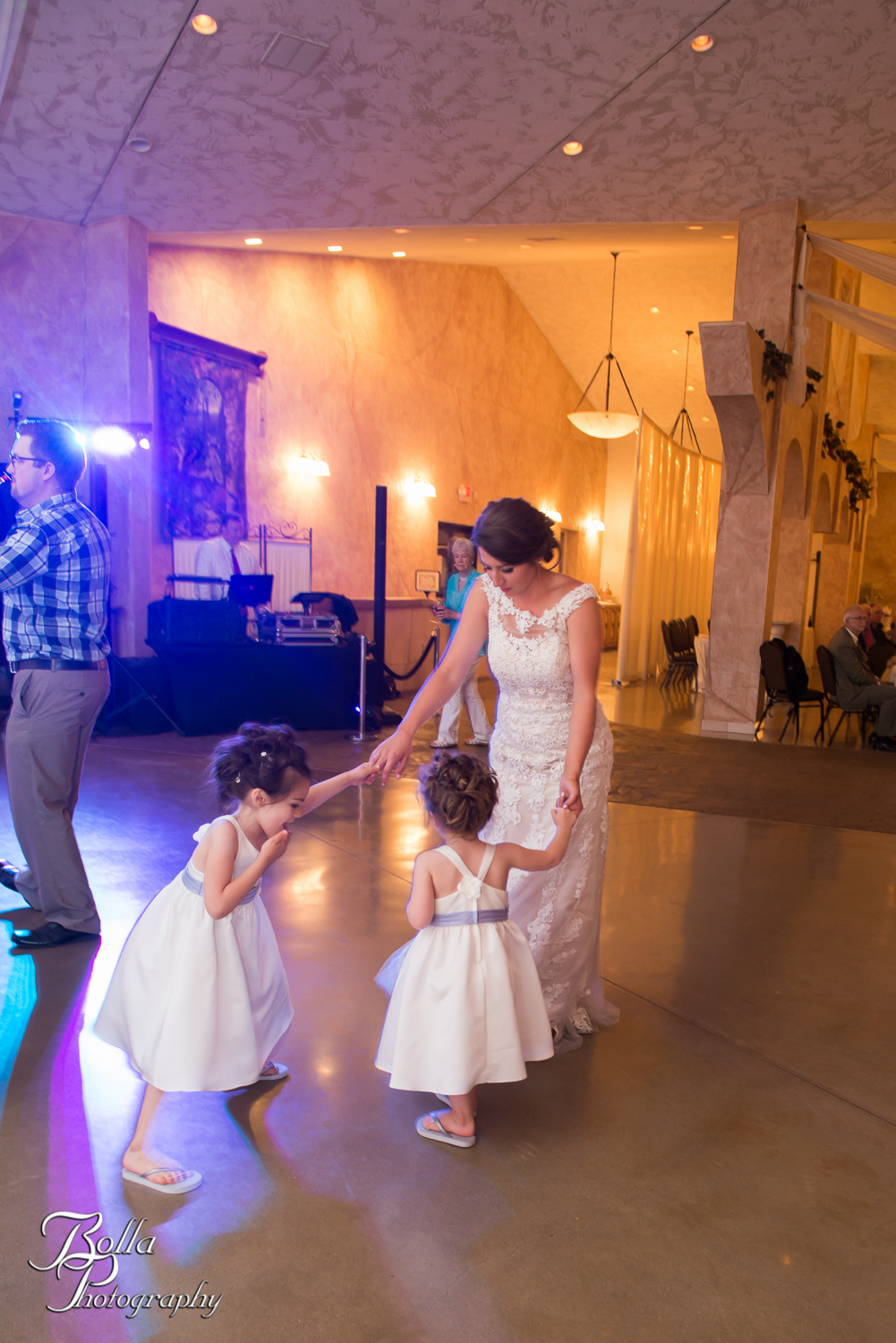 Bolla_Photography_St_Louis_wedding_photographer_Villa_Marie_Winery-0441.jpg