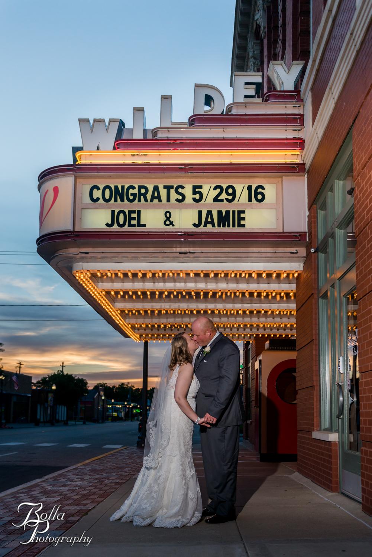 Bolla_Photography_St_Louis_wedding_photographer_Wildey_Theater_Edwardsville-0410.jpg