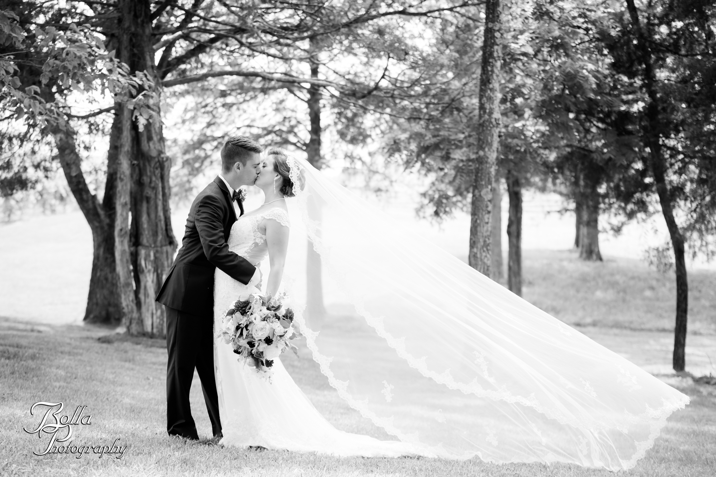 Bolla_photography_edwardsville_wedding_photographer_st_louis_weddings_Chaumette_winery_Mikusch-0249.jpg