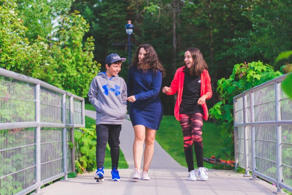Prendre l'air en famille, quelle activité agréable en plus d'être bénéfique!  Photo par  Sébastien Bouchard Photographe