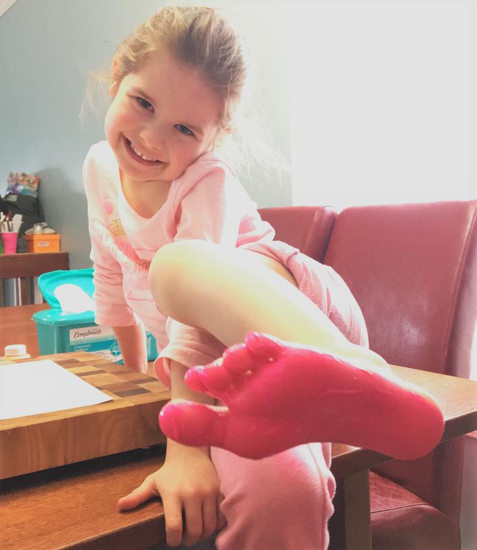 peinture rose, empreinte de pieds, oeuvre d'art, enfants