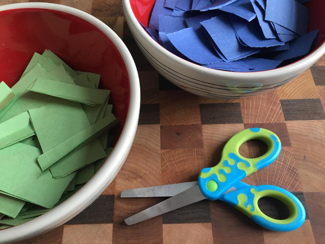 Des fleurs pour la Terre-Jour de la Terre-Bricolage-MamanBricole-Fleurs-à planter-utile-#MamanBricole-création-pâte de papier-bleu et vert-carton-Je suis une maman