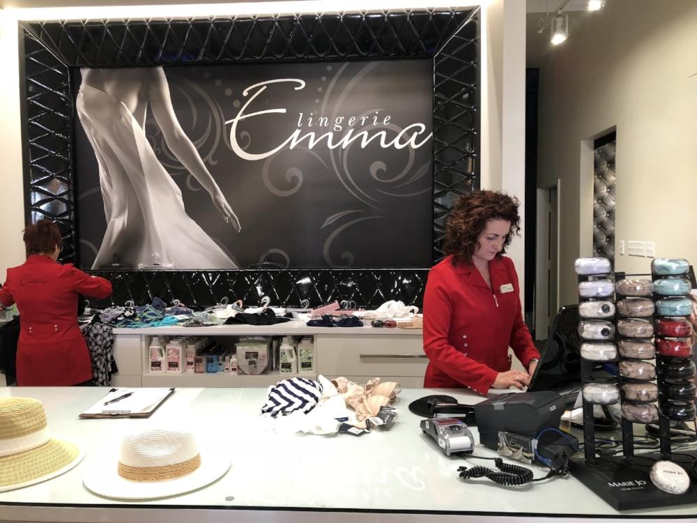 Lingerie Emma-soutien gorge-sous vêtements-conseils avisés-service à la clientèle-super service-magasiner ses sous vêtements-aide pour bien choisir son soutien gorge-Je suis une maman-Jaime Damak