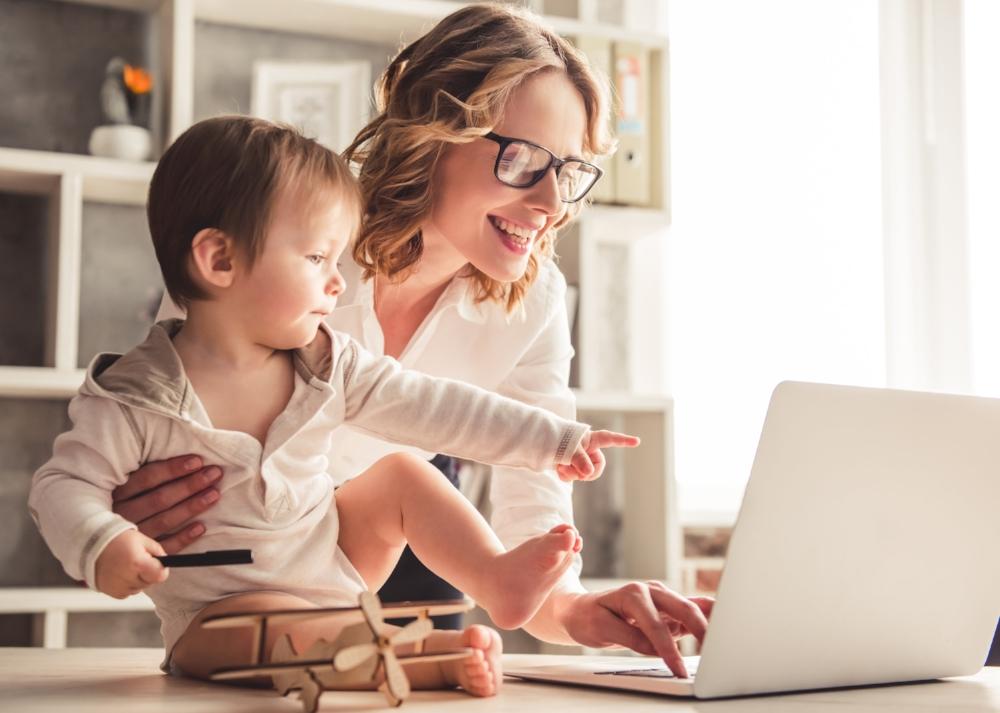 mère en affaires-femme d'affaire-Business-entrepreneure-mompreneur-conseil pour réussir en affaires-Maman-entreprise-franchise-Flagfranchise-Je suis une maman