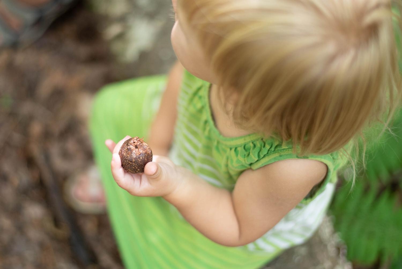 bouchées de brownies-chocolat-dattes-recette-collation-dessert-bouchée-sucrée-douceur-3ingrédients-enfants-famille-maman-Je suis une maman