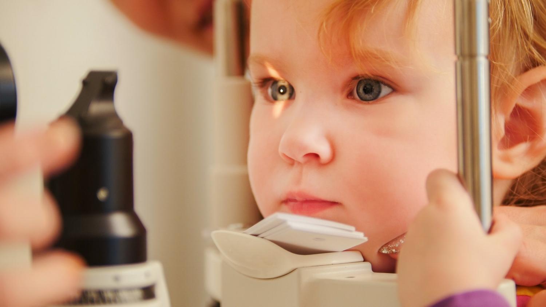 ophtalmologie-ophtalmologiste-Qu'est ce qu'un ophtalmogiste?-yeux-santé oculaire-Dre Mona Dagher-entrevue-cheminement-Jaime Damak-Je suis une maman