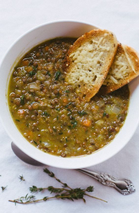 soupe-potage-automne-plat réconfortant-recettes-légumes-automnal-Crème de légumes-soupes à l'oignon-soupe au chou-soupe au poulet-crème de champignons-potage à la courge - soupe aux lentilles-Soupe au pois-Je suis une maman
