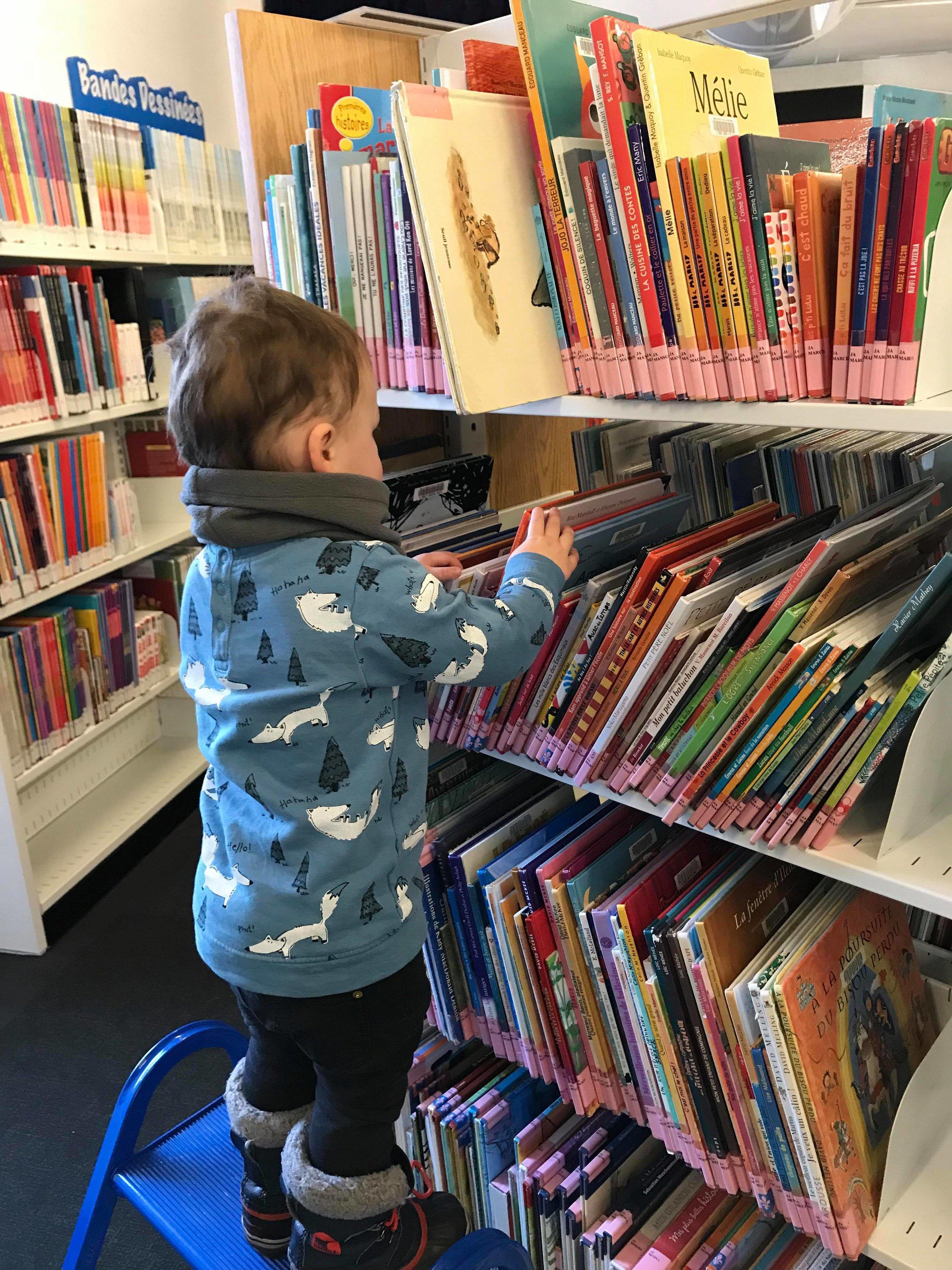 Visiter une bibliothèque publique-semaine des bibliothèques publiques du Québec-biblio-enfant-livre-lecture-maman-enfant-raisons-partage-éducation-Je suis une maman