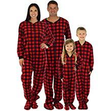 Emilie_Decembre_Pyjamas_Amazon.jpg
