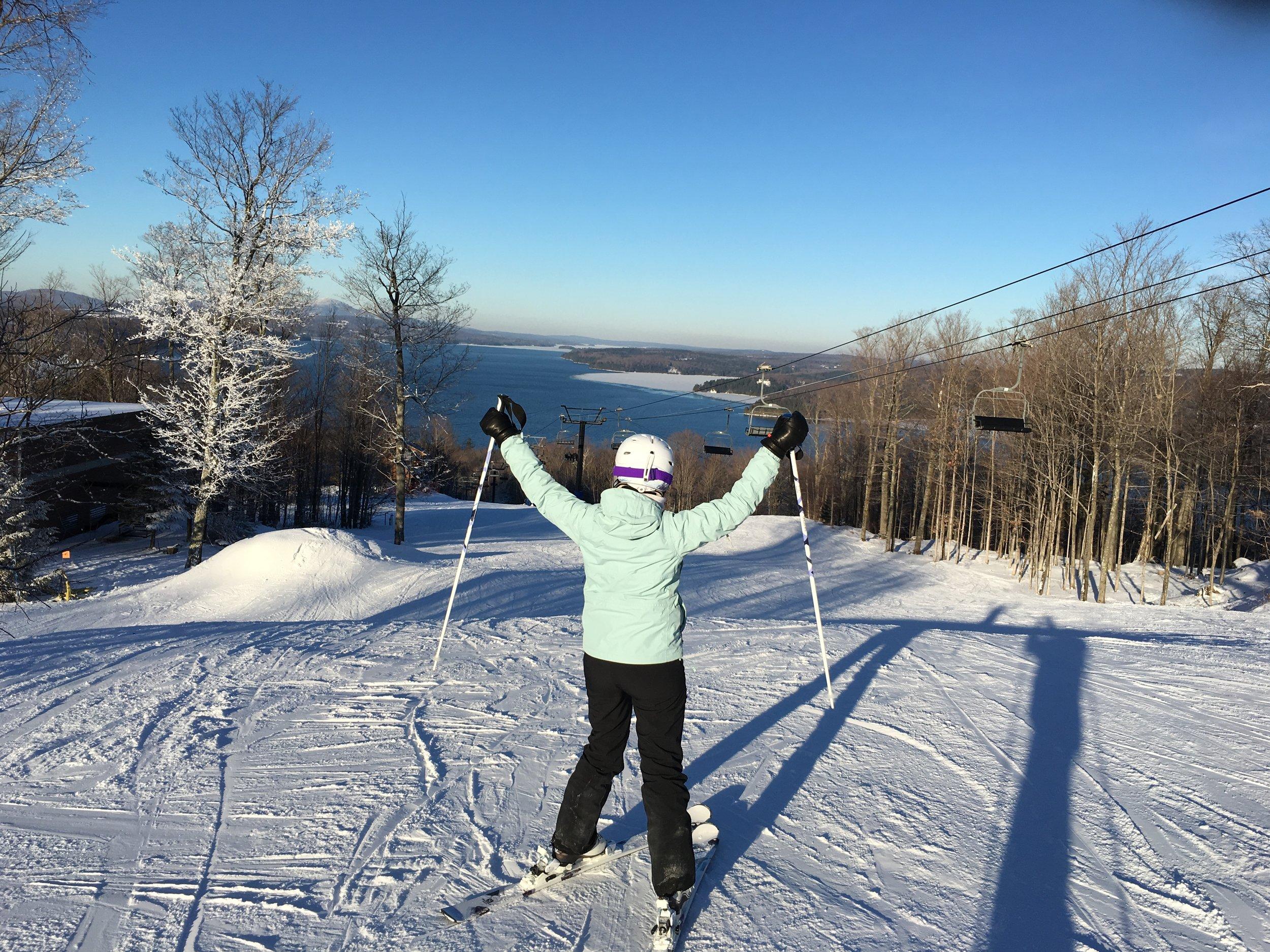 Voyage de ski-destination ski-Ski-Activité hivernale-famille-Voyage-neige-endroits pour skier en famille-Je suis une maman