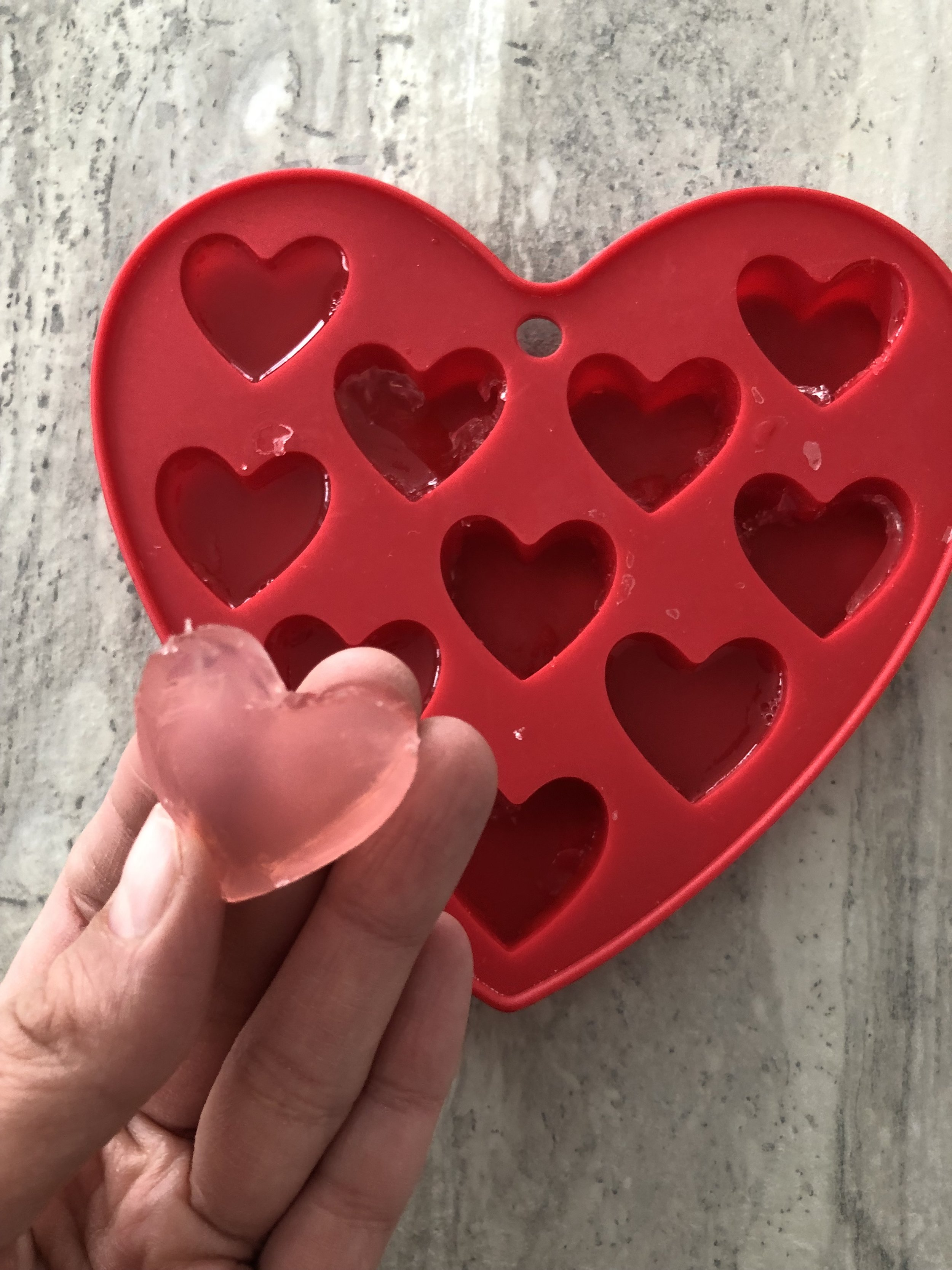jujubes maison-cadeau Saint Valentin-cuisiner-recette-faire des jujubes en coeur pour la fête de l'amour-coeurs-enfants-Je suis une maman