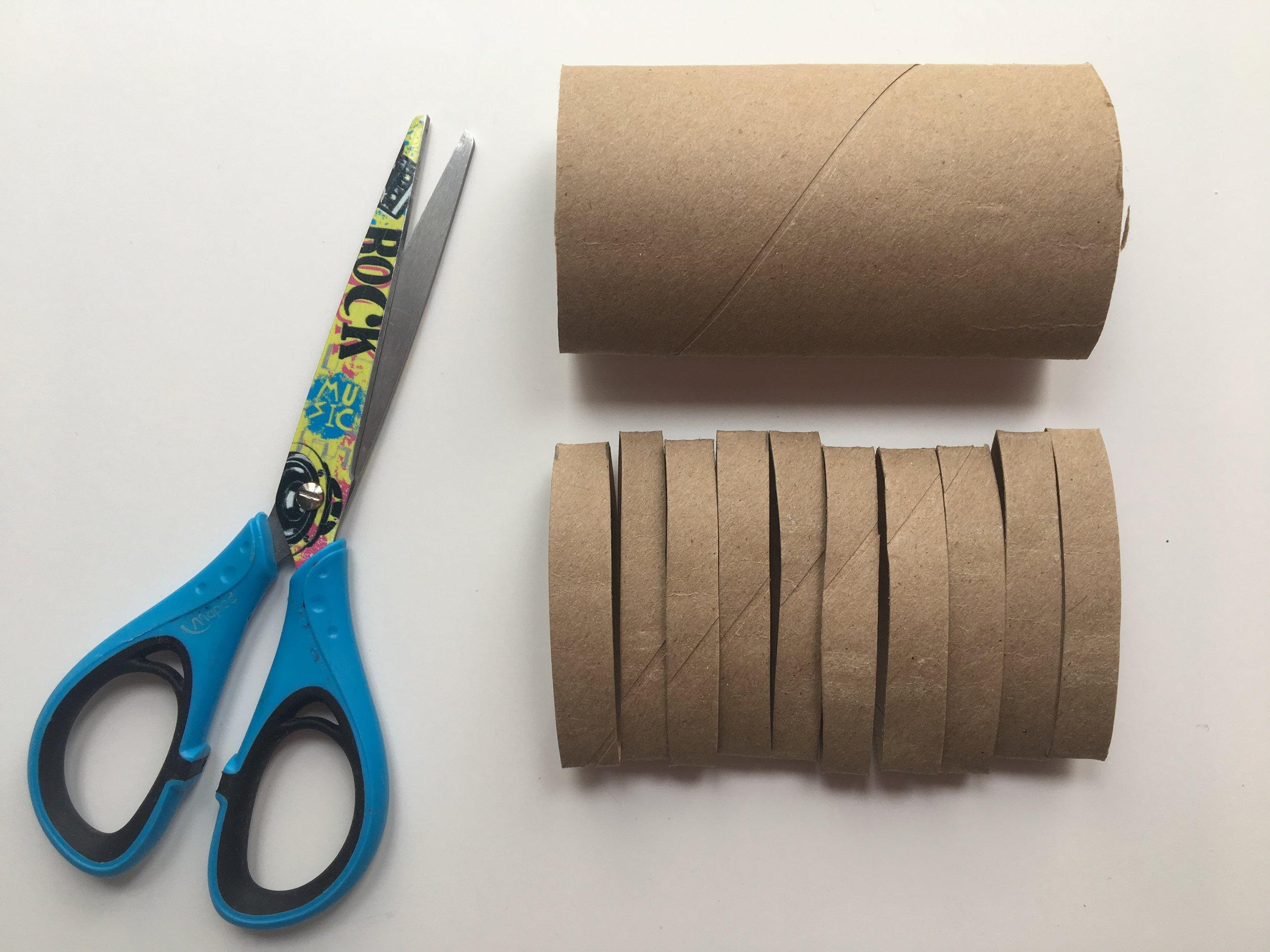 flocons de neige-rouleaux de papier de toilette-rouleau de papier hygiénique-rouleau-bricoler-bricolage-MamanBricole-#mamanbricole-Je suis une maman-DIY-brico d'hiver