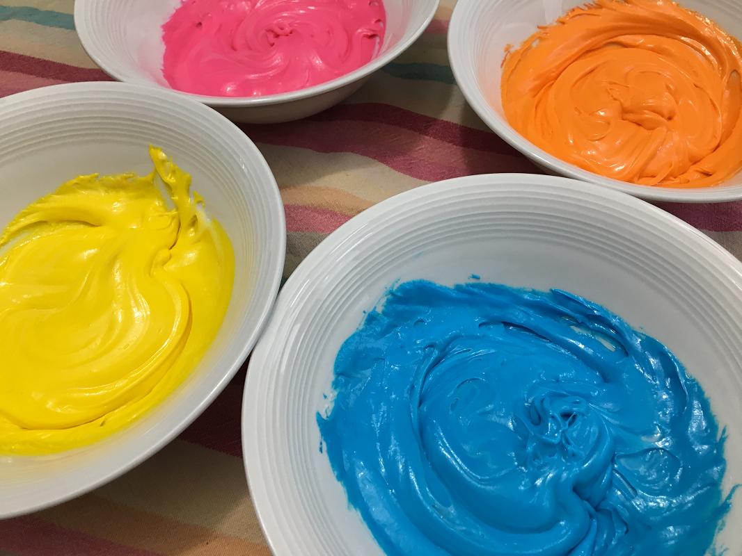 Pate+à+modeler-glaçage+à+gâteau-pate+à+modeler+comestible-activité+enfant-Maman+Bricole-#MamanBricole-Je+suis+une+maman-6.png