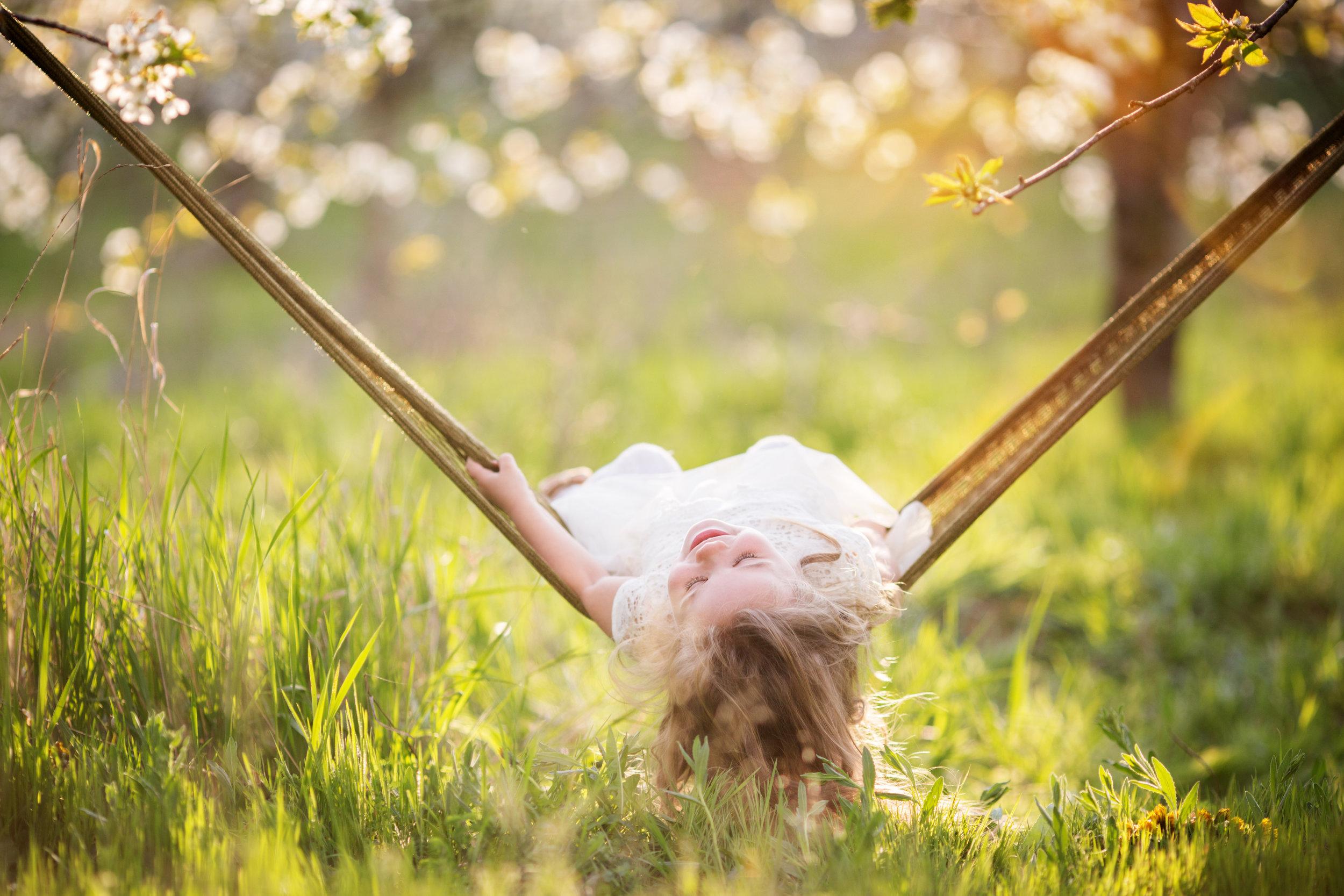 enfant-profiter-été-congé-vacances-maison-relaxer-flaner-ennui-liberté