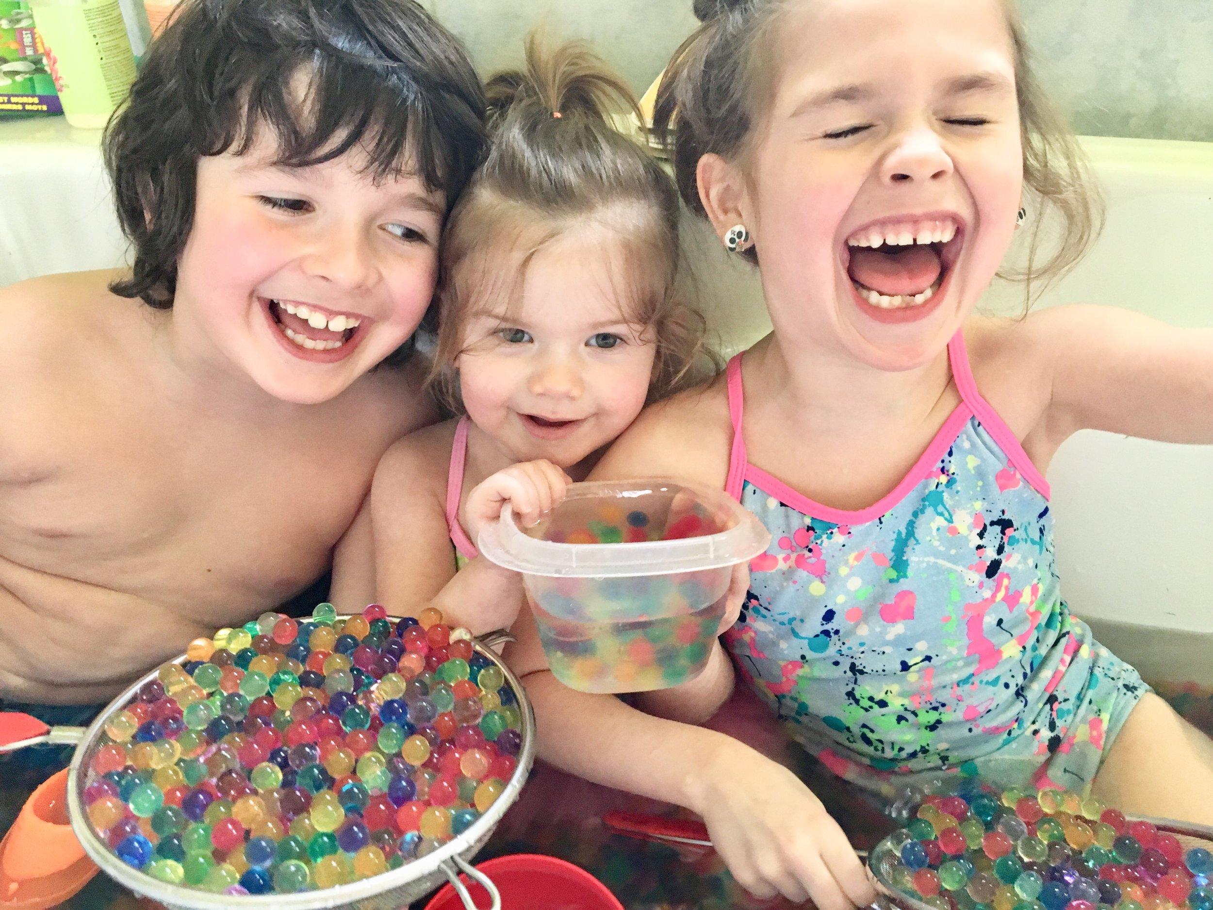 enfant-bonheur-facile-rire-sans-malice-heureuse-spontané-rire