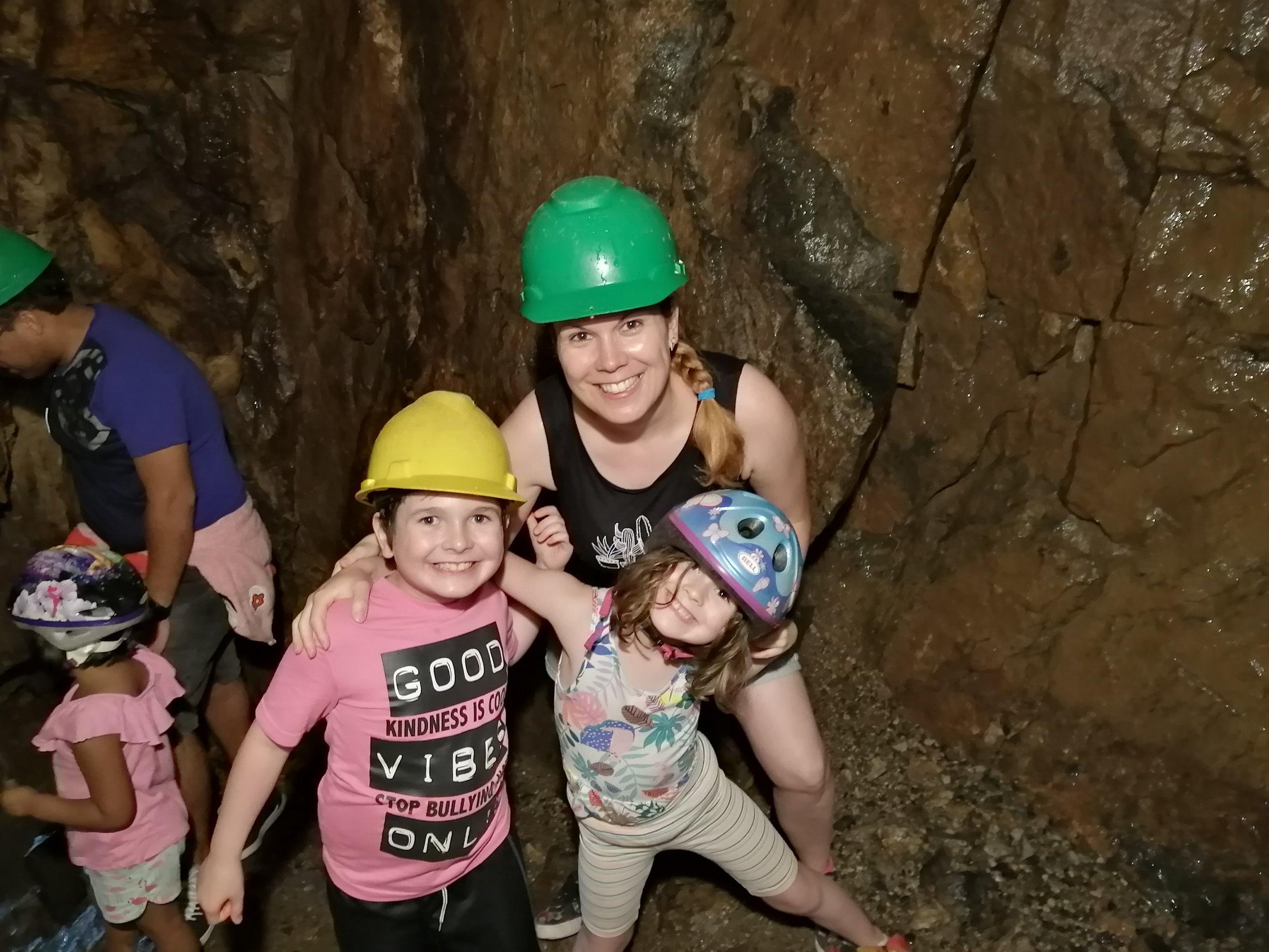 voyage-famille-lac-saint-jean-visite-trou-de-la-fée-caverne-wow-impressionnant-must
