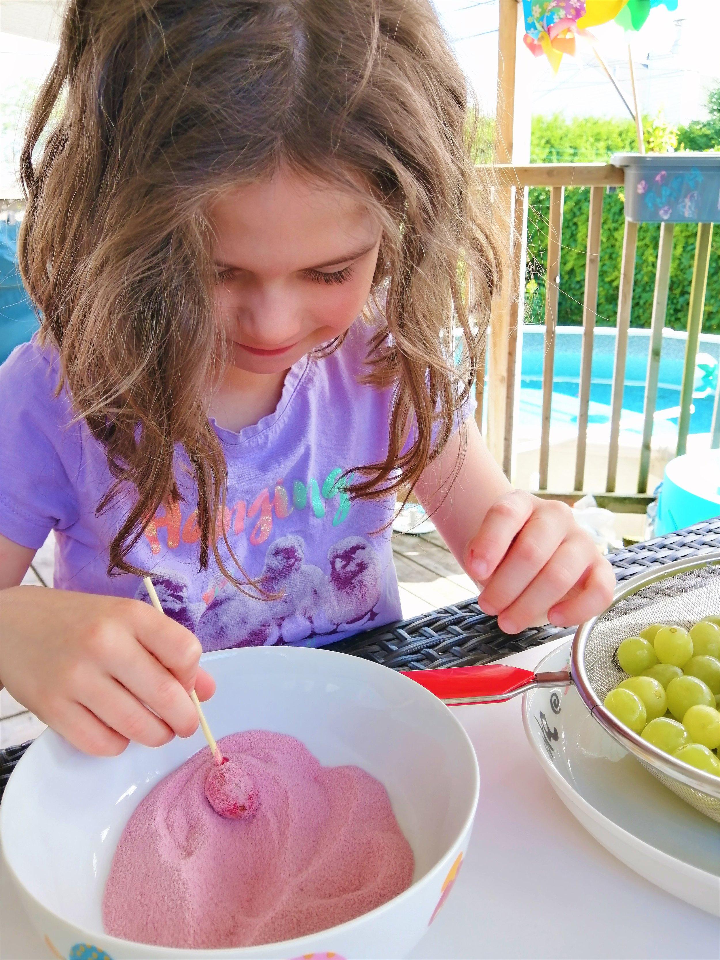 raisins-colorés-collation-poudre-jello-bonbon-santé-cuisine-recette-famille-miam-délice-
