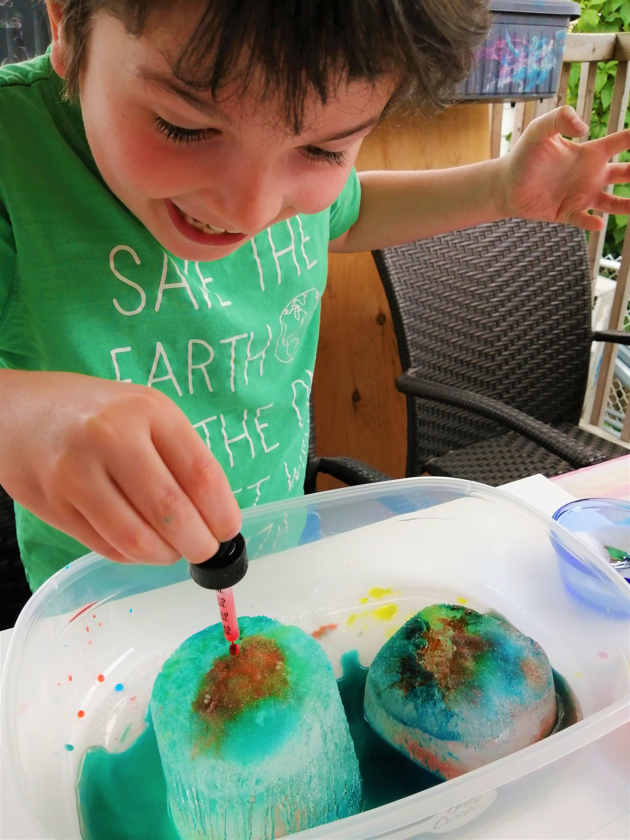 experience-enfant-glace-activité-colorant-fonte-