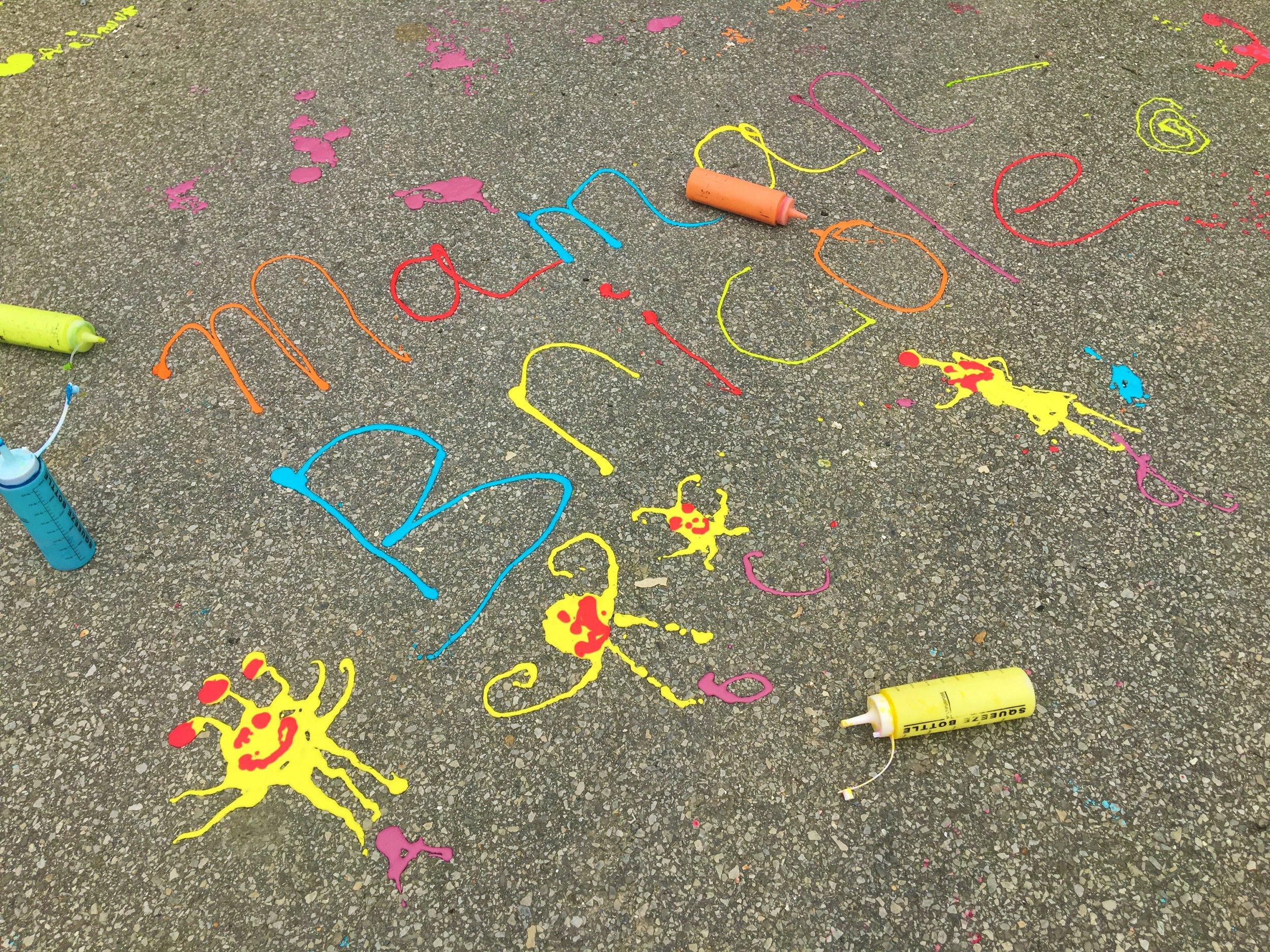 pâte-à-dessiner-activité-petits-artistes-couleurs-plaisir-rue-trottoir