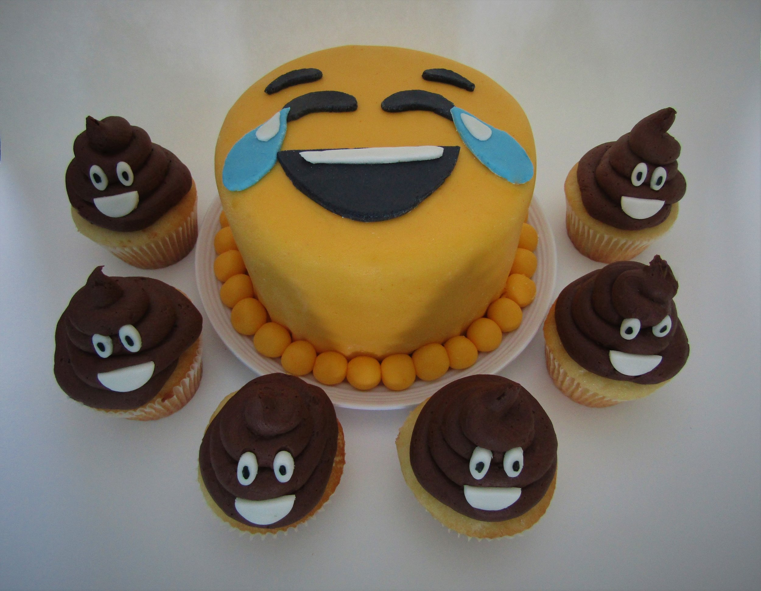 gâteau-smiley-emoji-partie-2-cupcake-caca