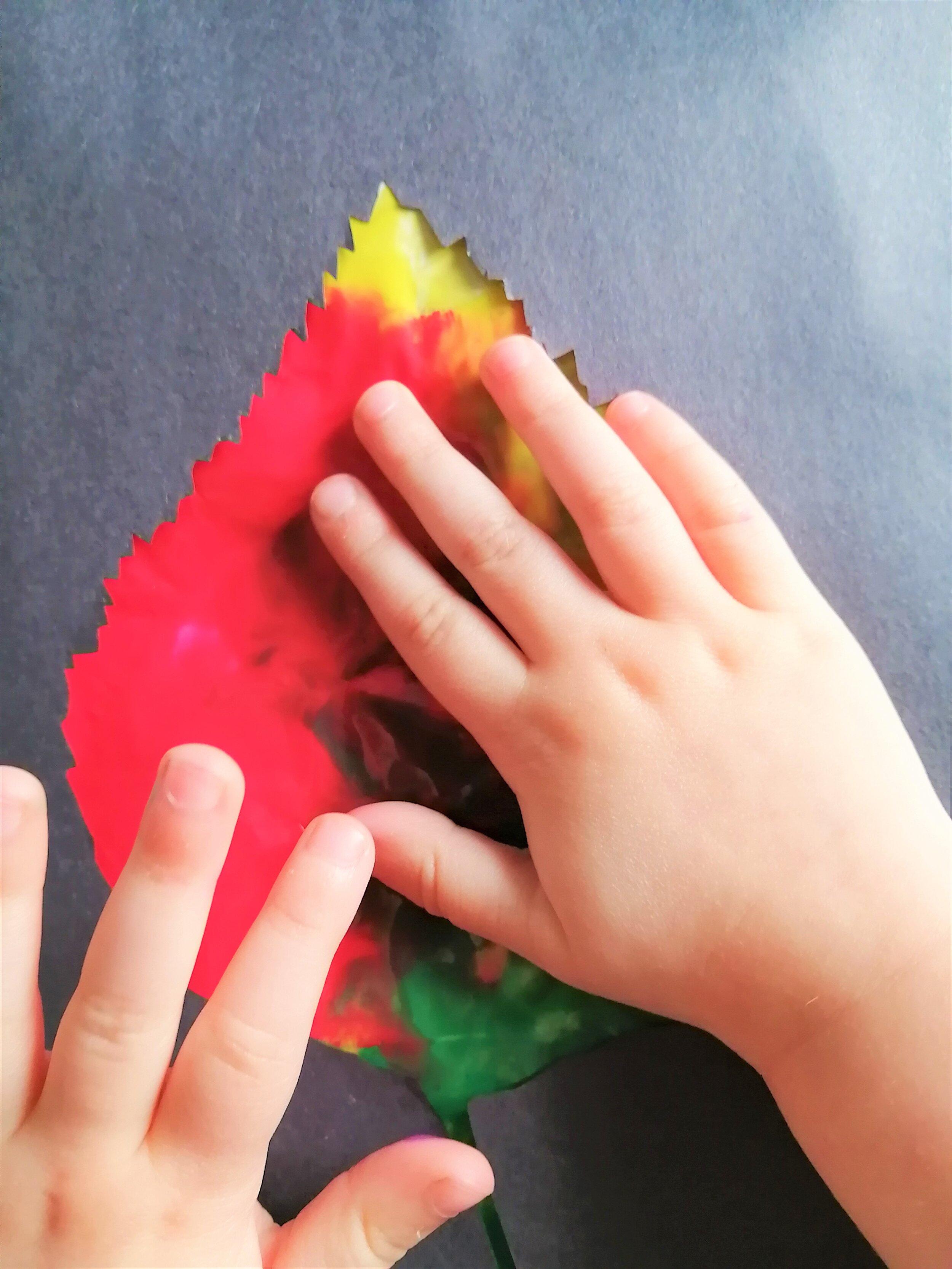 peinture-sans-dégat-mini-artiste-automne-feuille