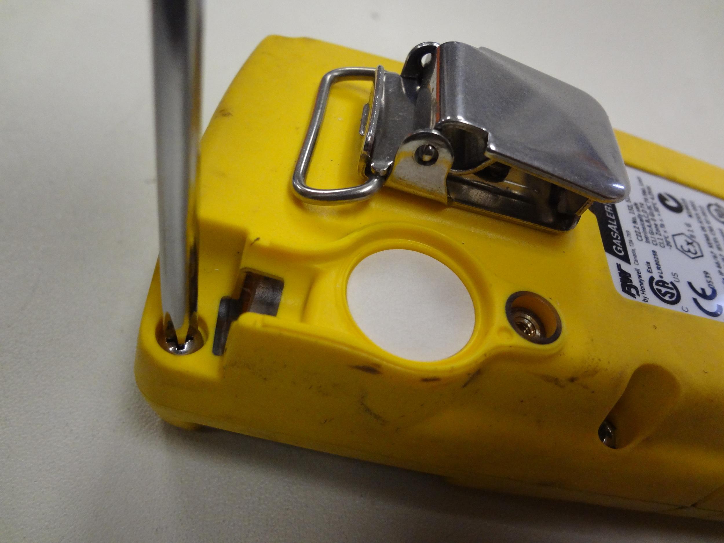 BW-Technologies-Gas-Alert-Max-XT-II-remove-pump-cover-screw.JPG