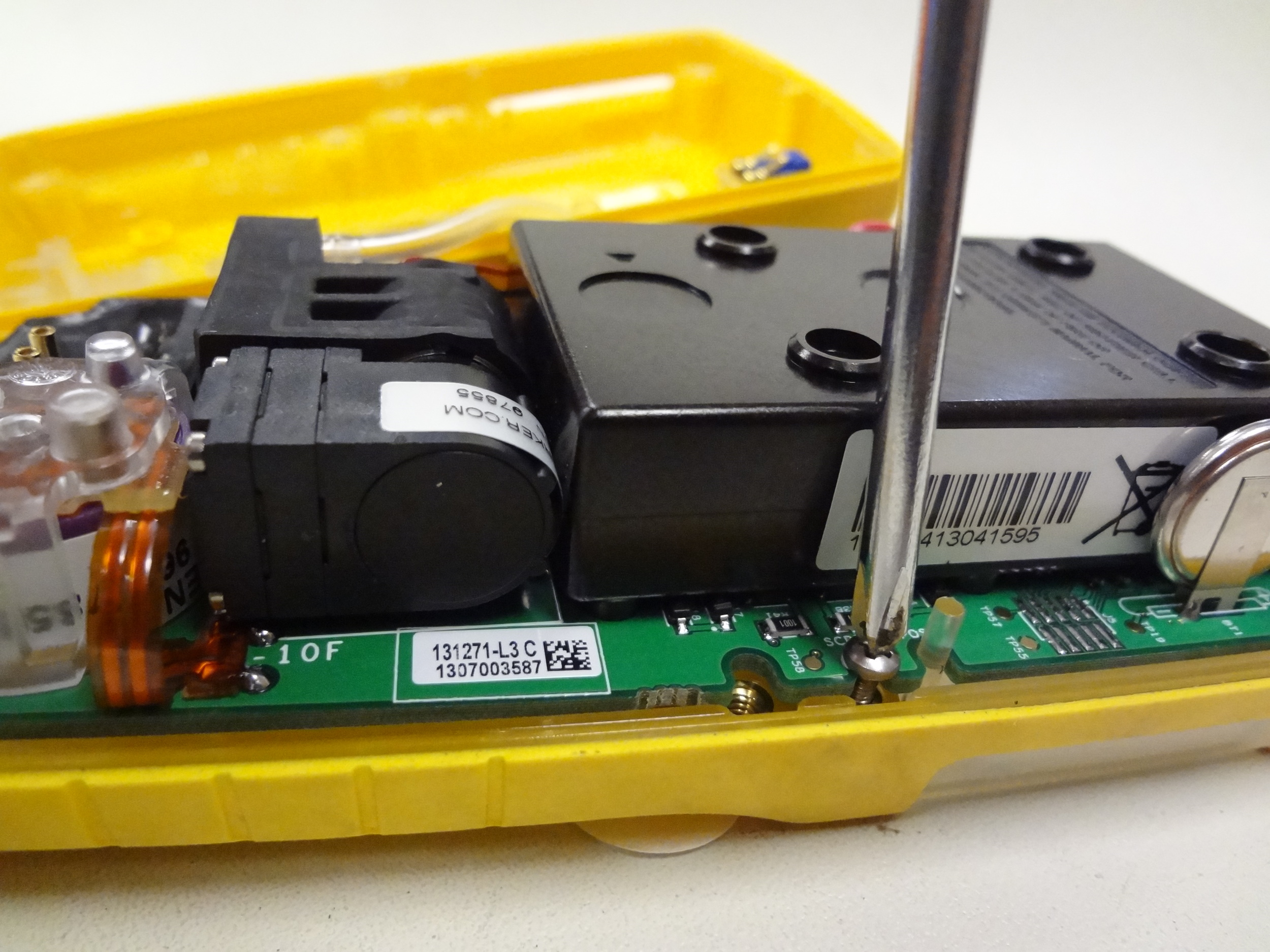 BW-Technologies-Gas-Alert-Max-XT-II-remove-sensor-board-.JPG