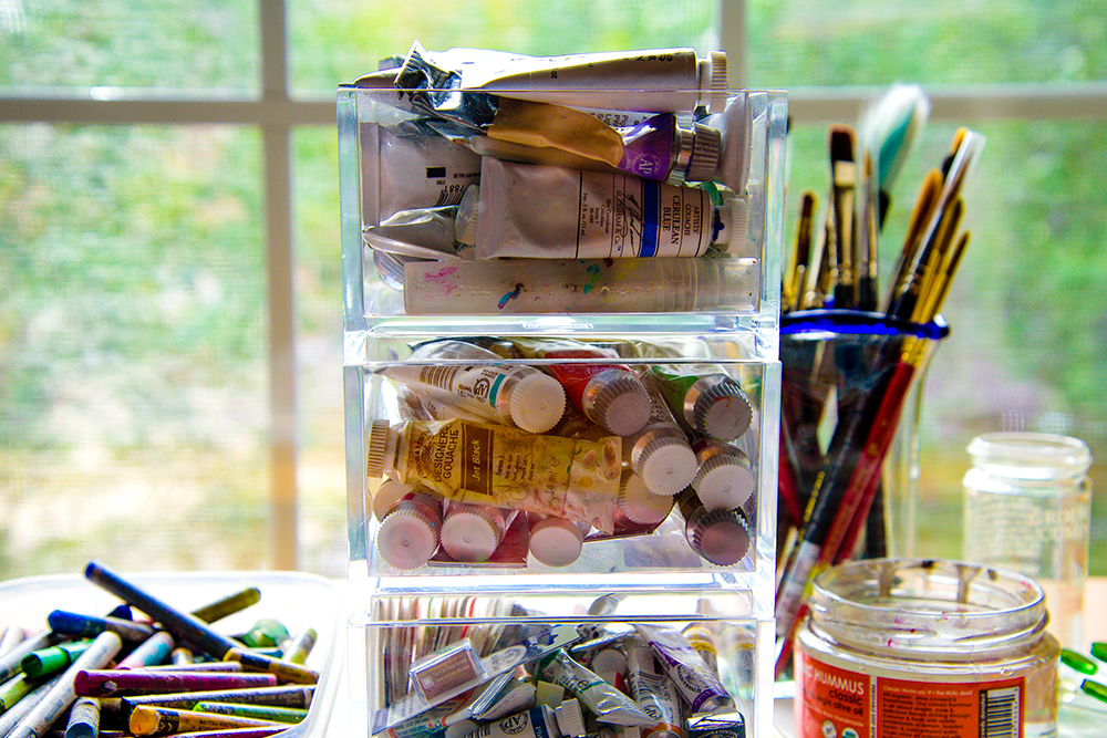 Brushes, neocolors, watercolor, gouache.
