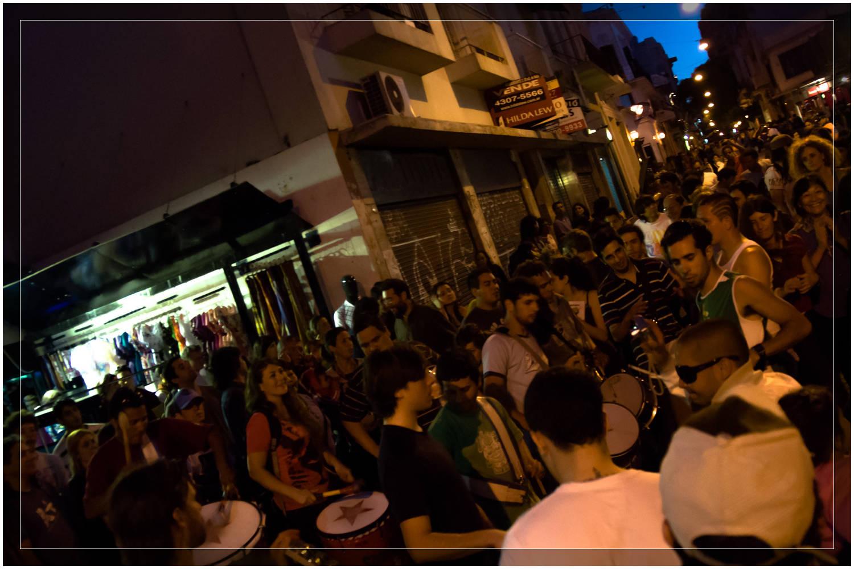 Impromptu Drummin in the streets of San Telmo, Buenos Aires - Argentina (c) Dustin Main 2010