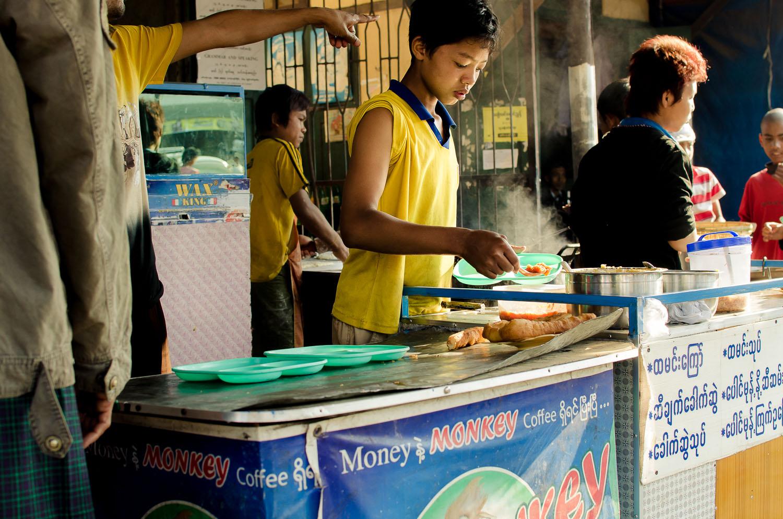 Soe Than, prepping puri for breakfast at Shwe Ya Minn.  (c) Dustin Main 2013