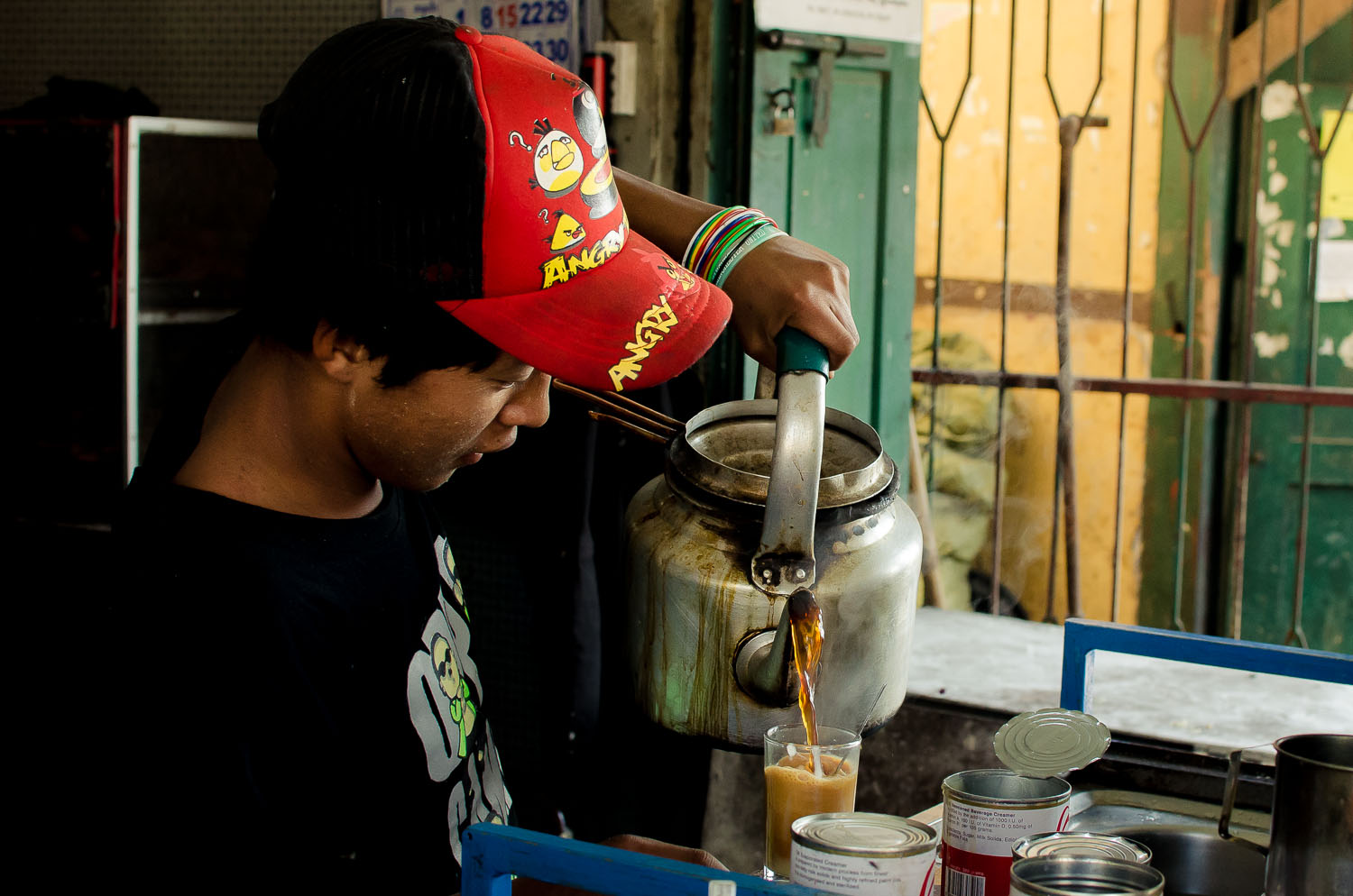 Down to a science. Tea masterMg Naing churns out glasses of laphet-yeh with fluidity and style.  (c) Dustin Main 2013