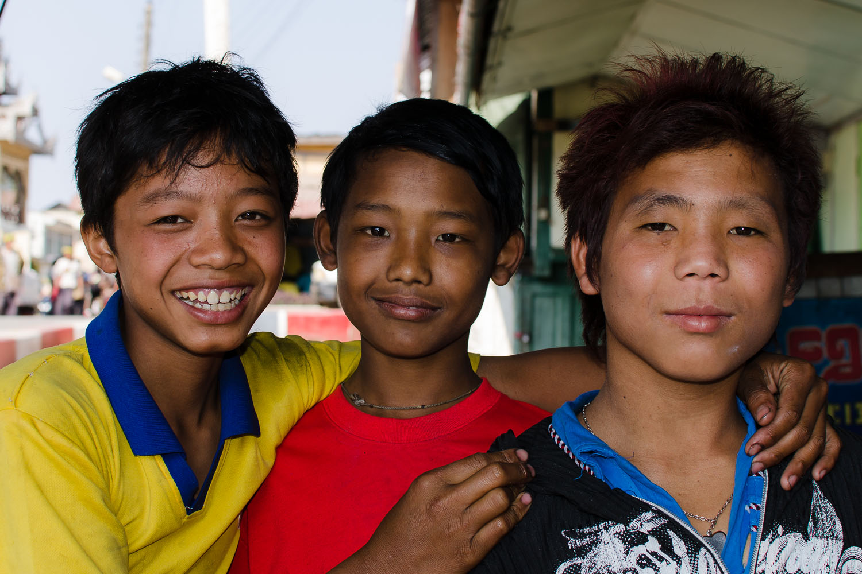 Keeping you fed at Shwe Ya Minn: (R to L)Soe Than,Kyaw Myint Than, Mu Lay Win.  (c) Dustin Main 2013