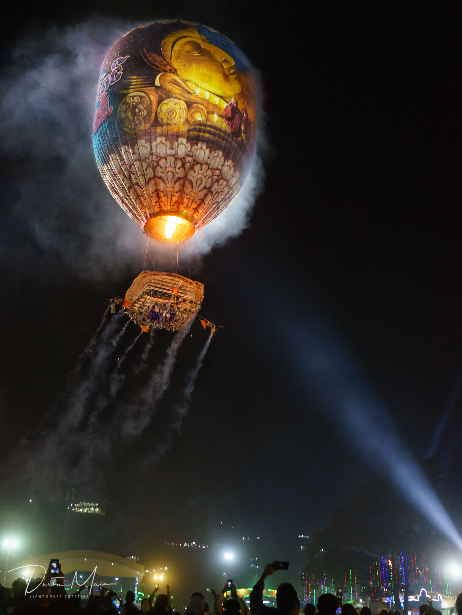 Nya Mee Gyi takes off at the Tazaungdaing Fire Balloon Festival  © Dustin Main 2015