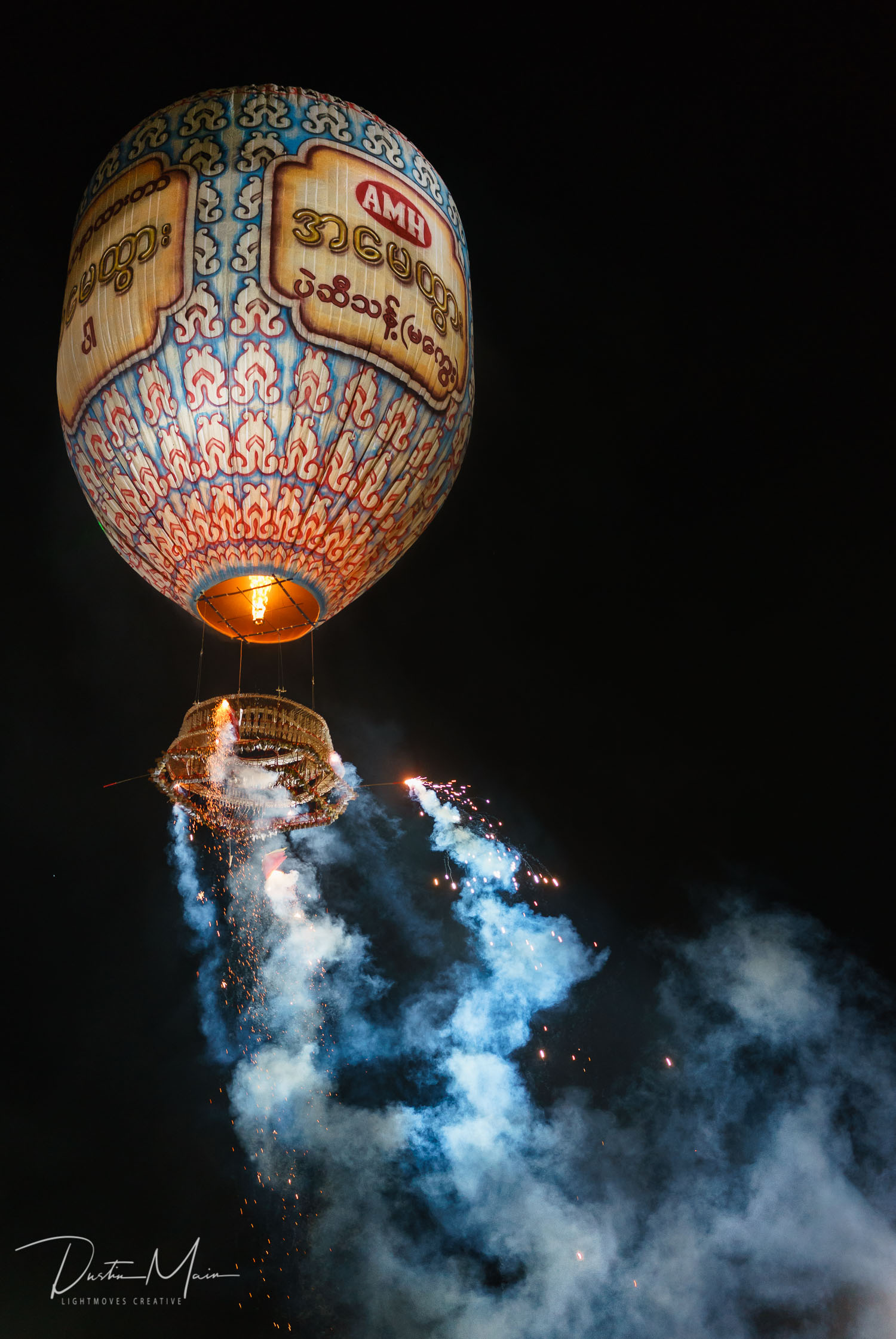 About to blow. Another fire balloon goes up to much fanfare.  © Dustin Main 2015
