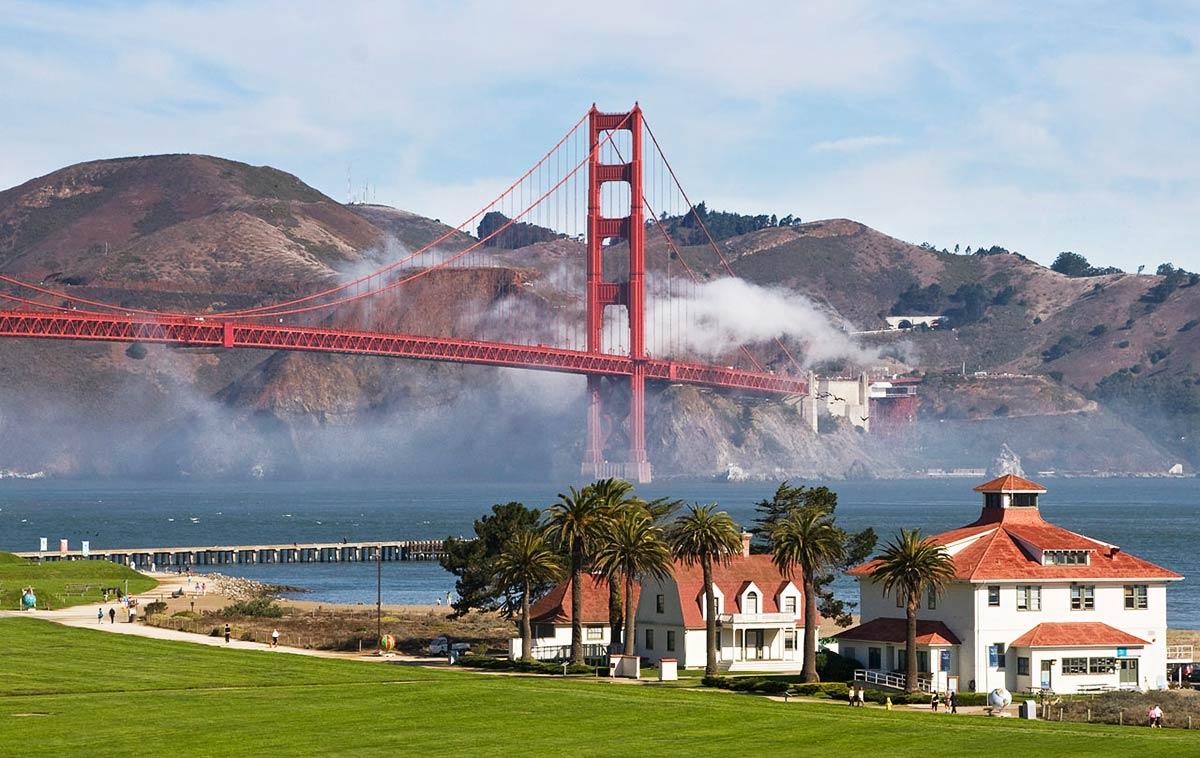 Golden-Gate-Bridge-from-Crissy-Field.jpg