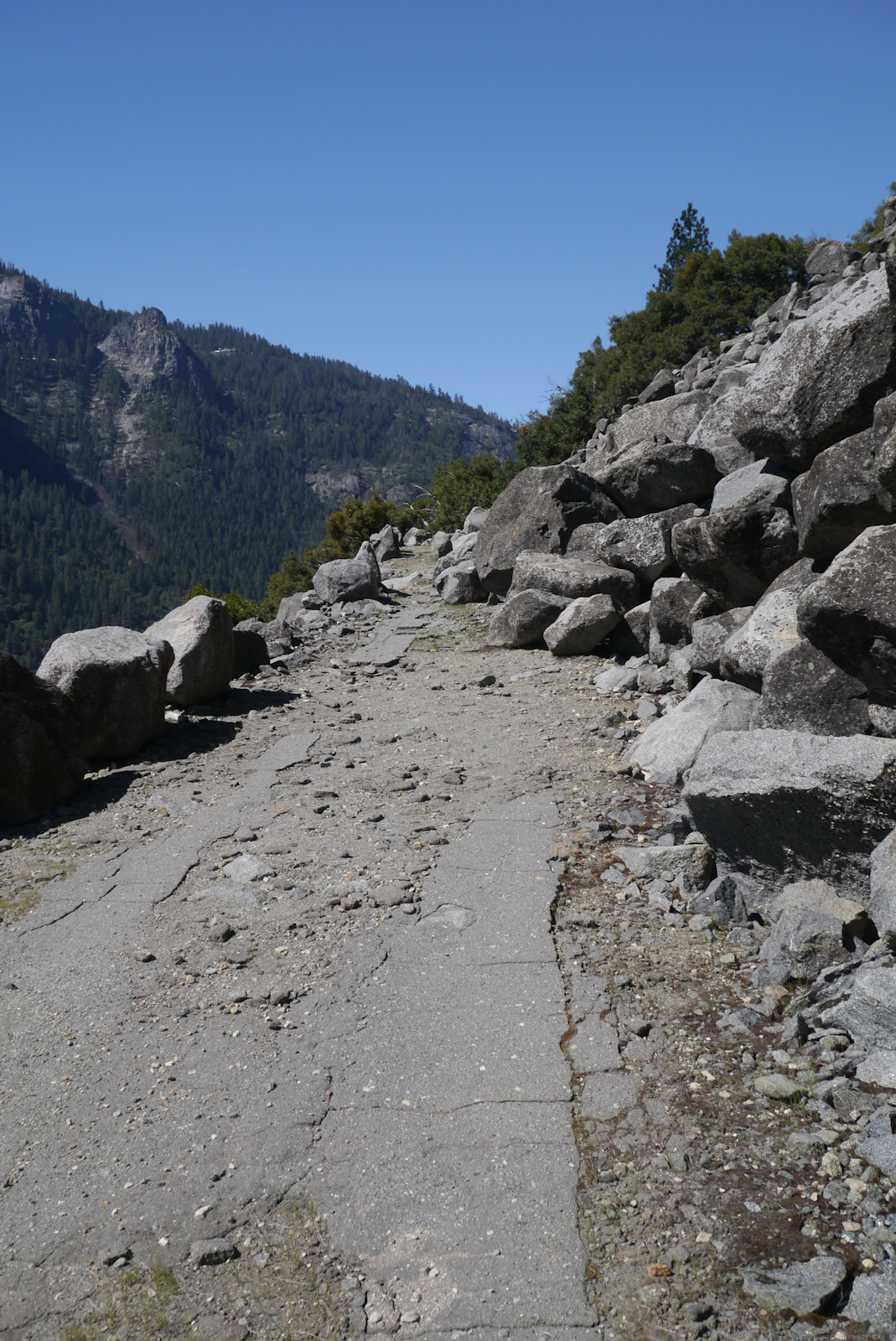 Heading up the Old Rockslides Trail. Photo Courtesy of  Calipidder.com