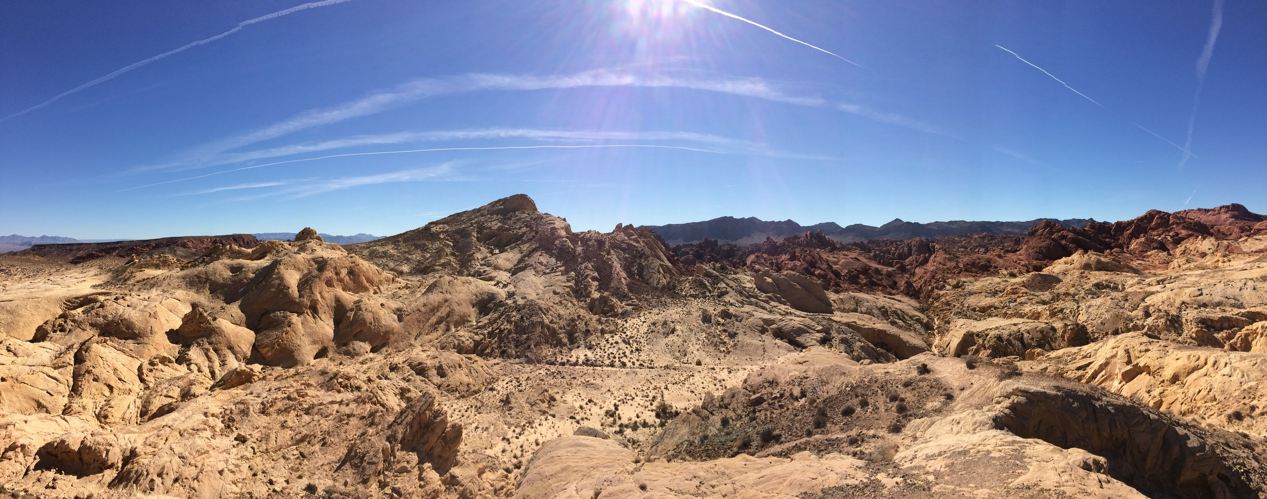 Silica Dome (foreground), Fire Canyon (right), Valley of Fire