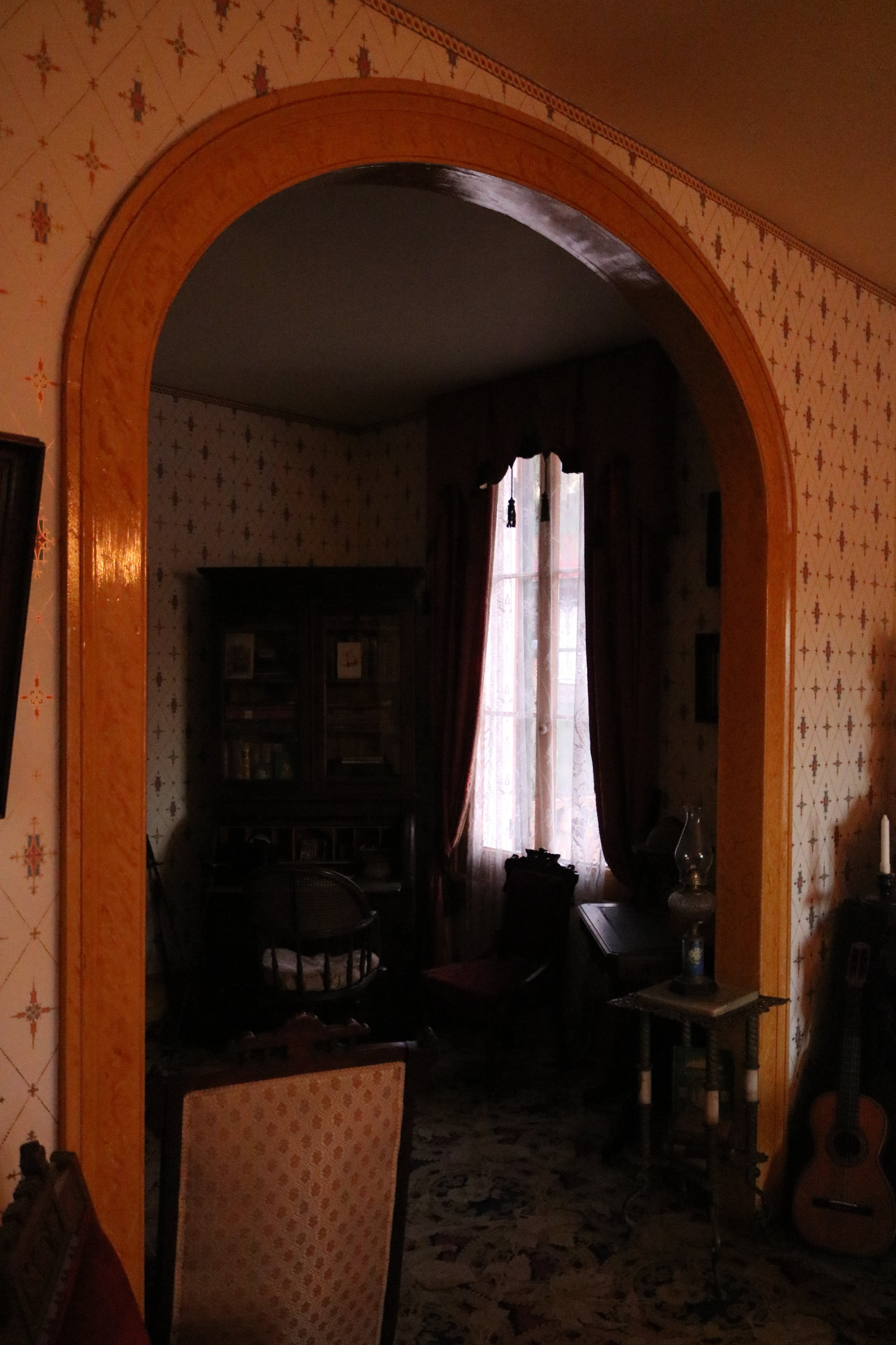 According to historical records, Thomas Whaley would regularly tell his guests that Yankee Jim was hung on gallows that stood in the spot where this arch was later constructed in the Whaley House.
